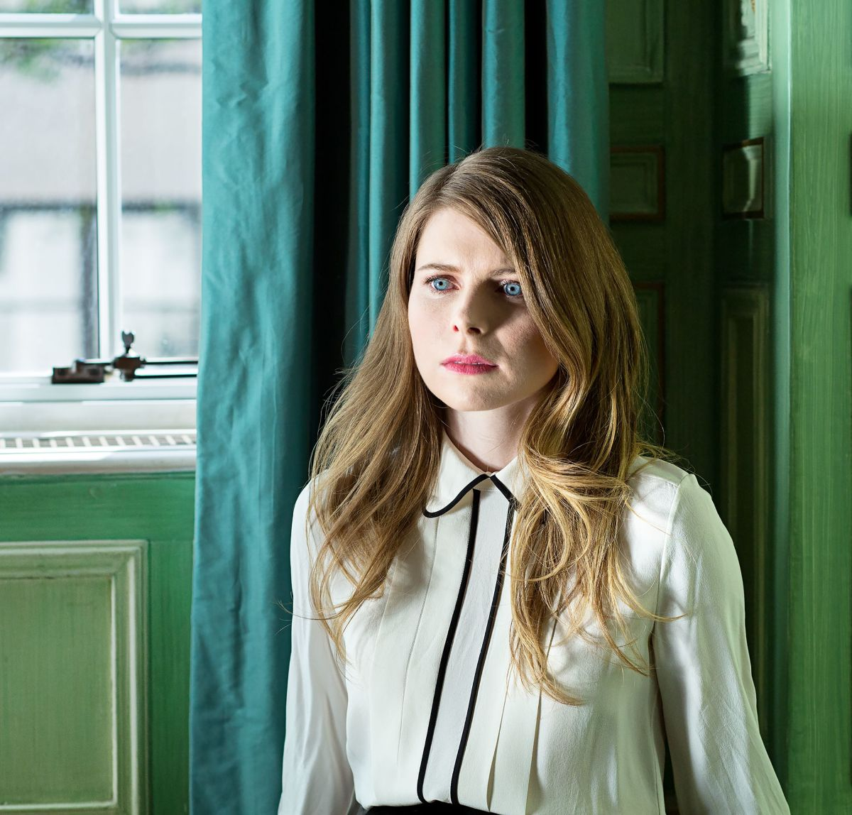 Portrait of Emma Cline, photo via Huffpost