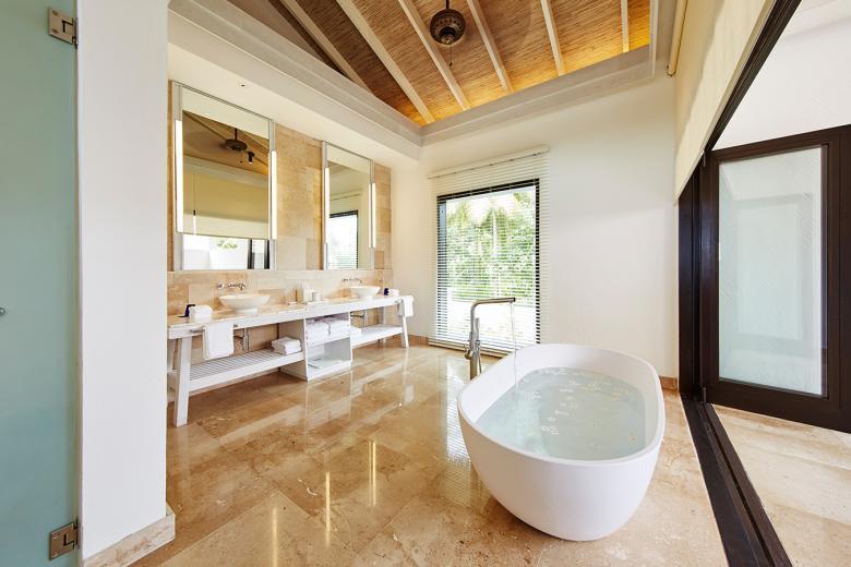 COMO Residence Bath 1 (1).jpg