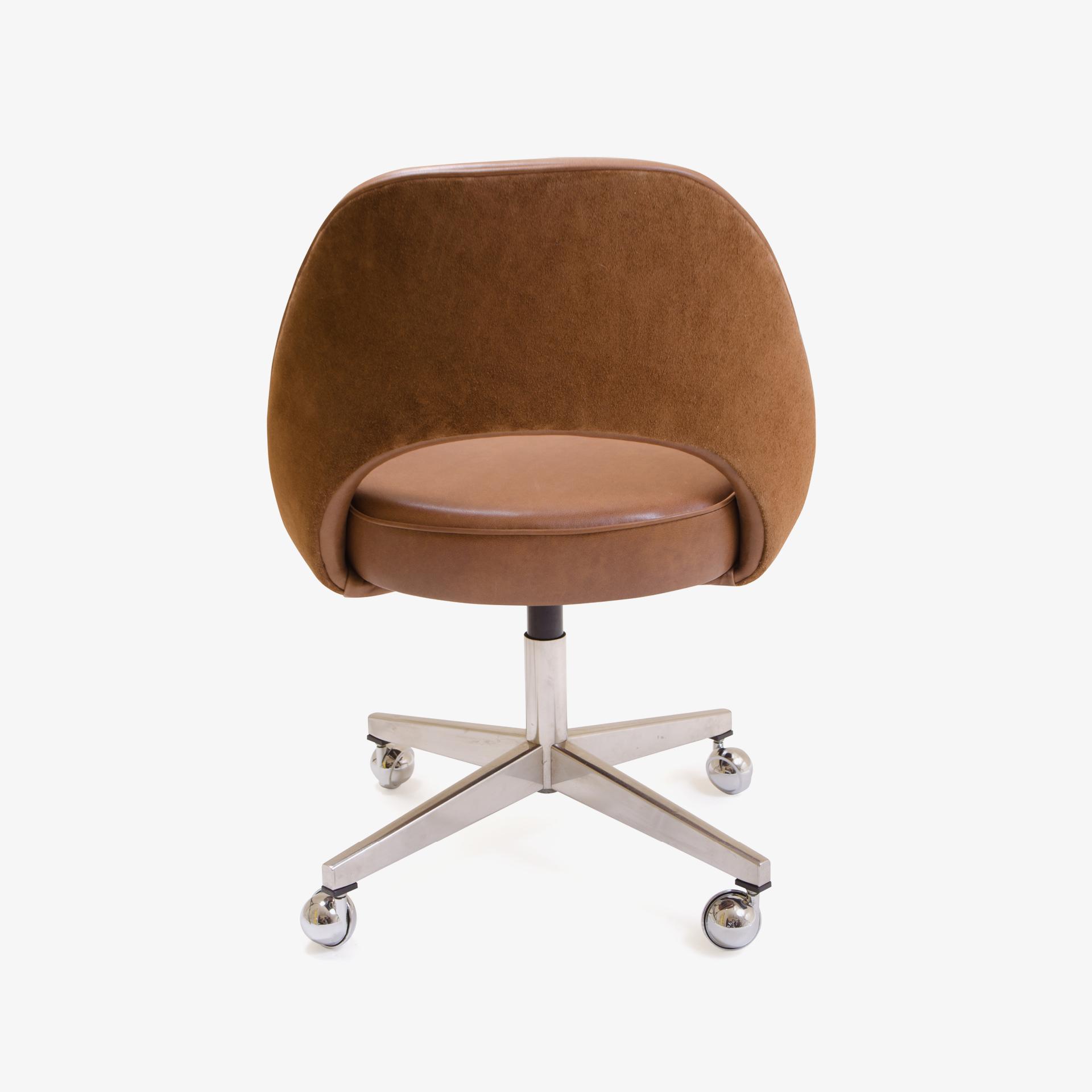 Knoll Saarinen Executive Armless Chair in Leather