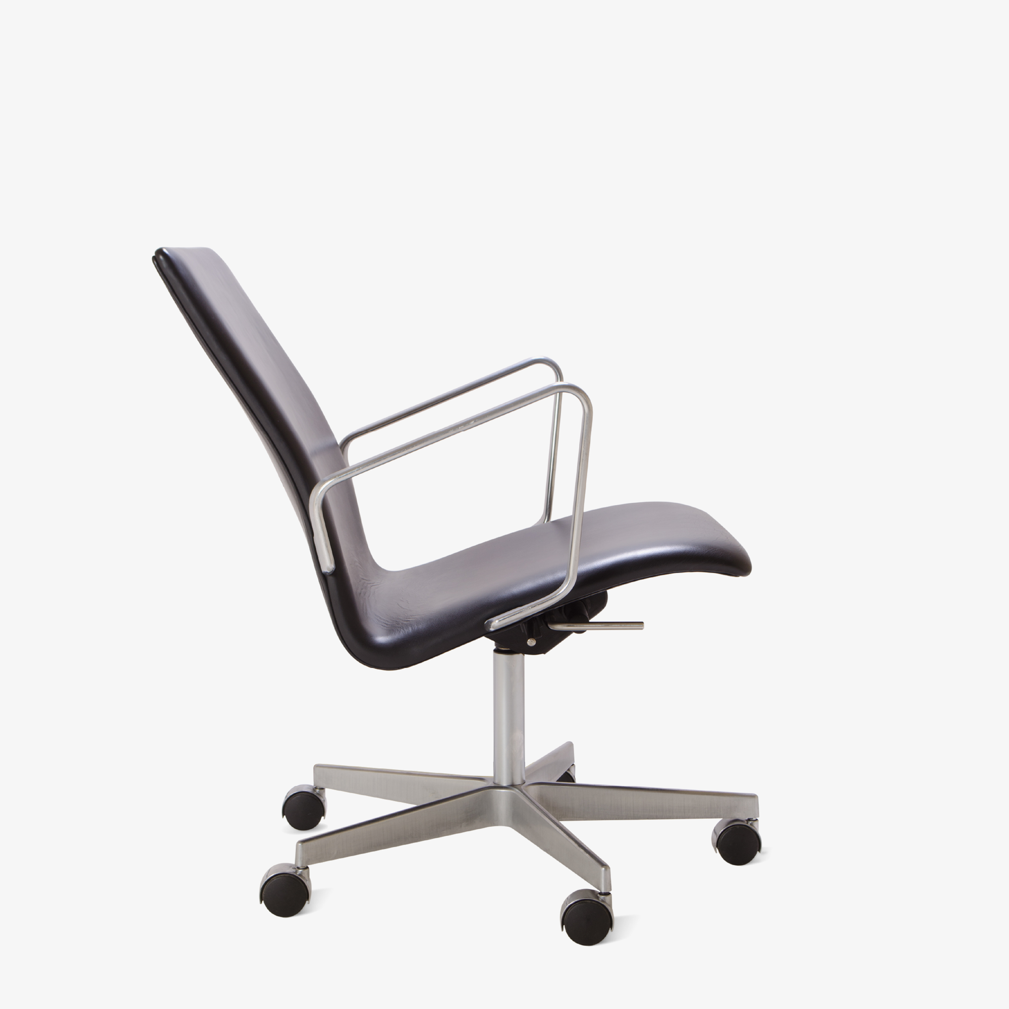 Oxford Chair by Arne Jacobsen for Fritz Hansen4.png