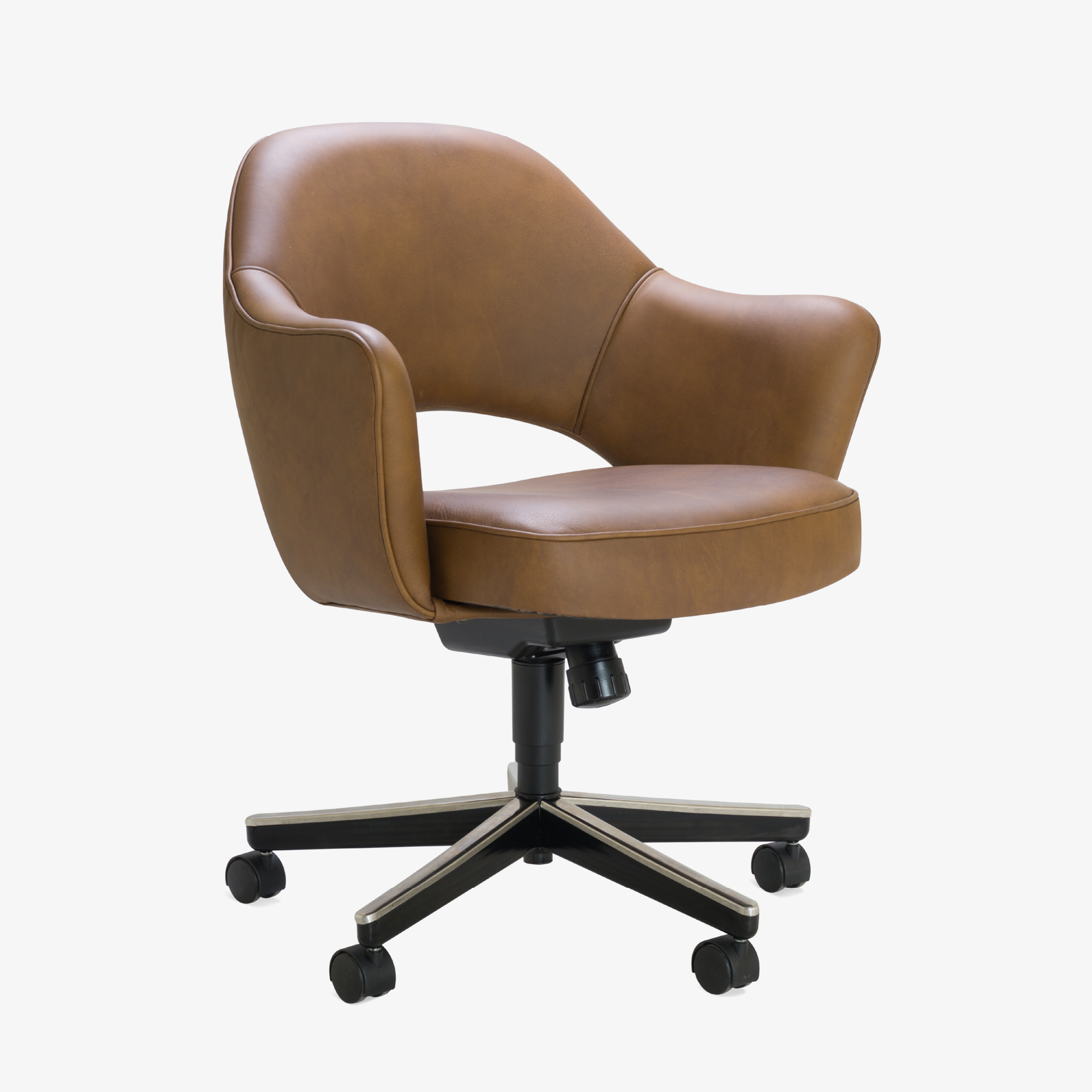 Saarinen Executive Arm Chair in Saddle Leather, Swivel Base2.png
