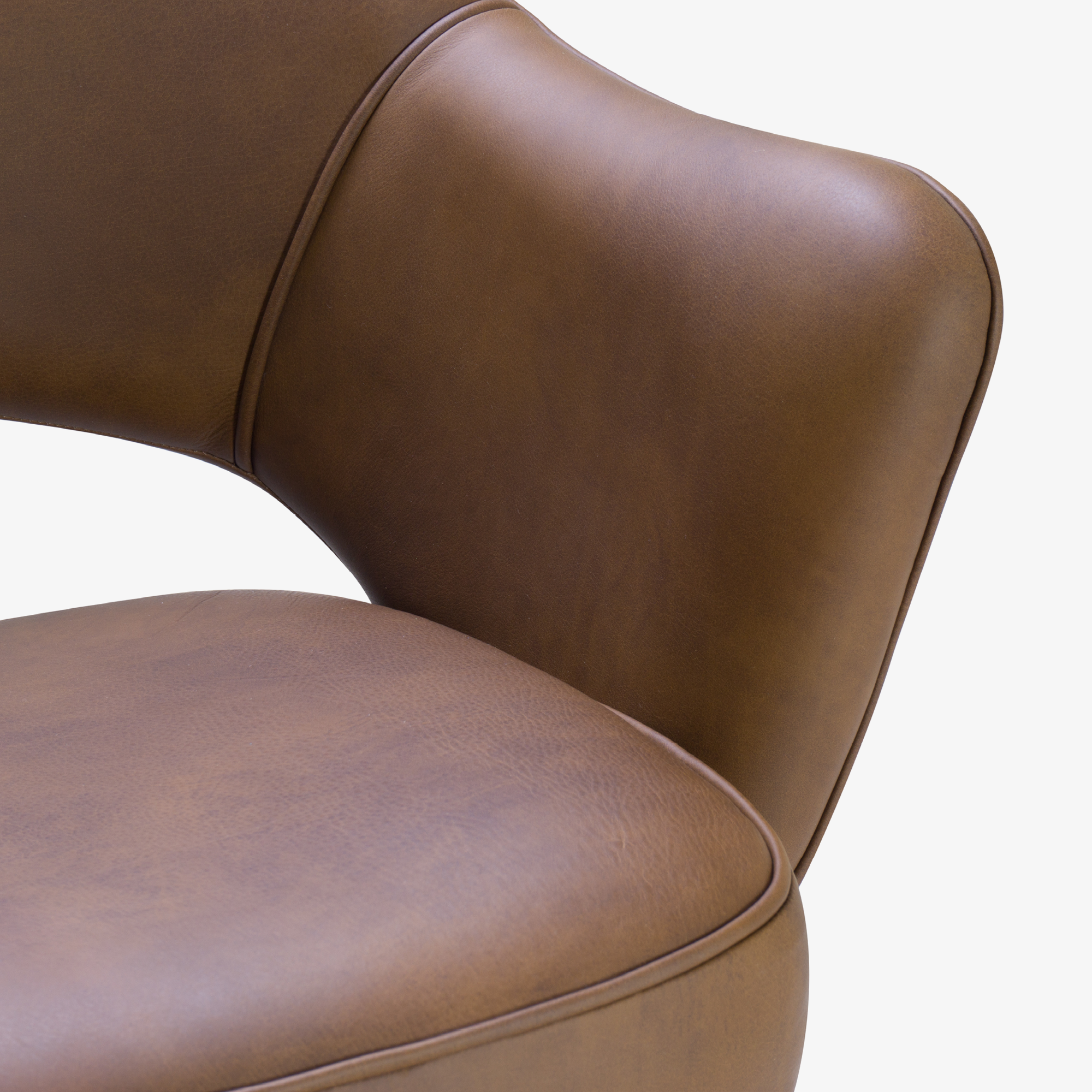 Saarinen Executive Arm Chair in Saddle Leather, Swivel Base6.png