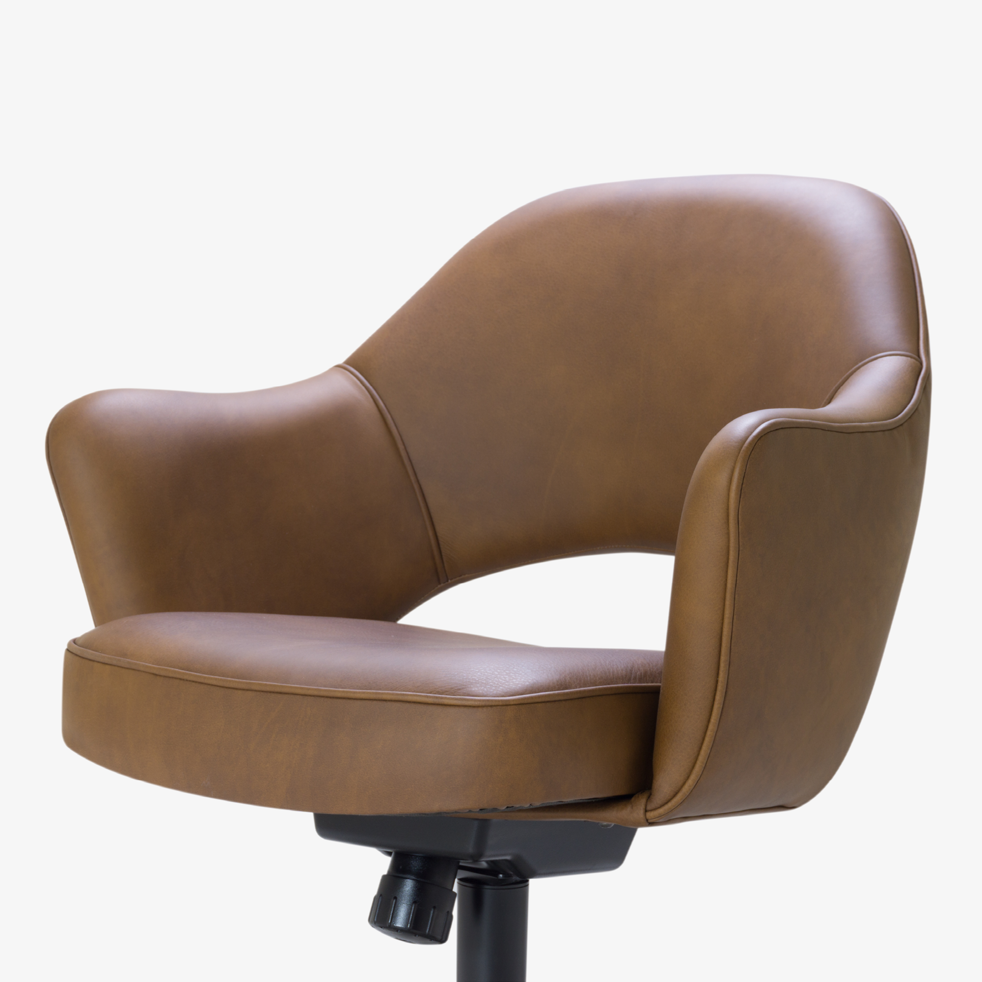 Saarinen Executive Arm Chair in Saddle Leather, Swivel Base7.png