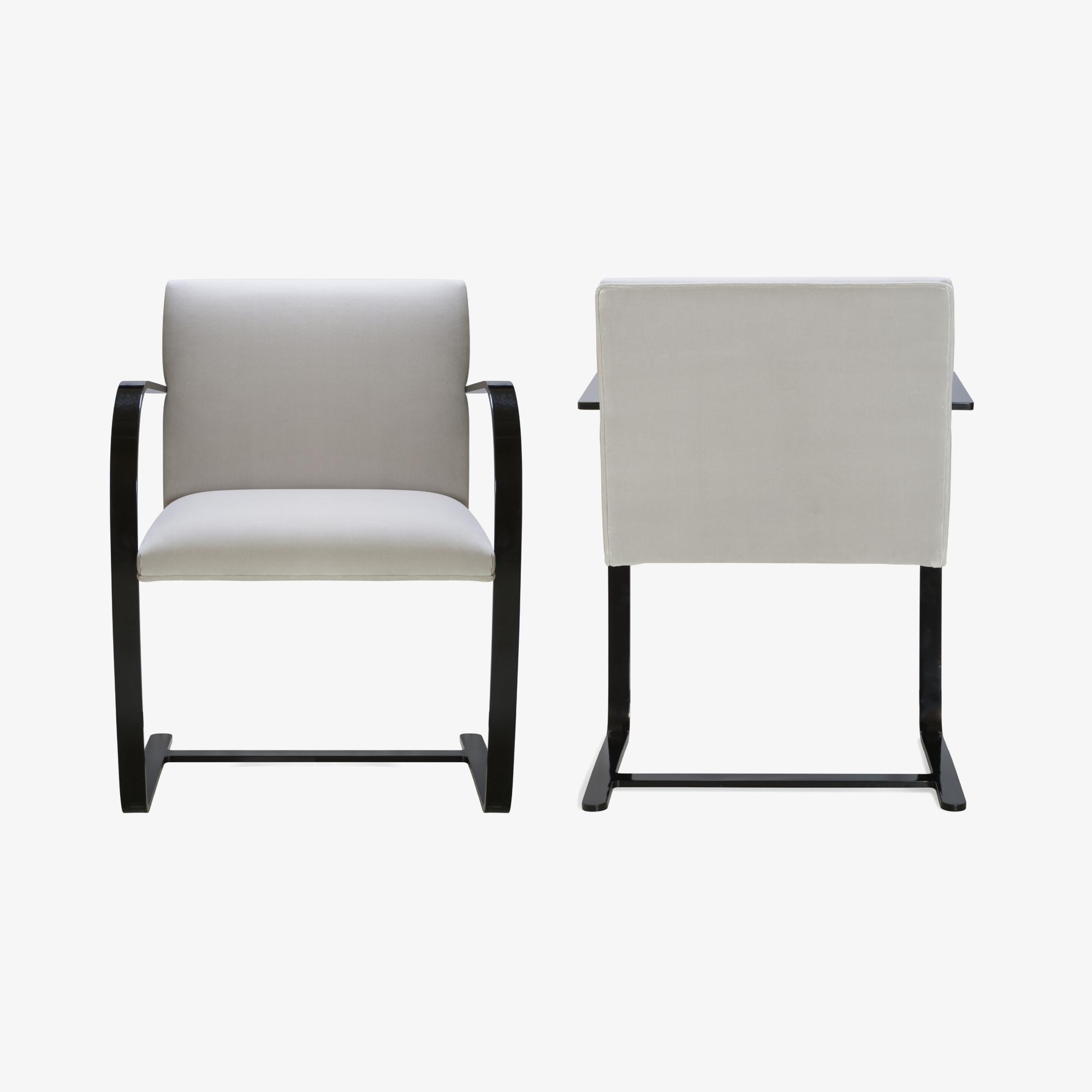 Brno Flat-Bar Chair in Dove Velvet, Obsidian Gloss3.png