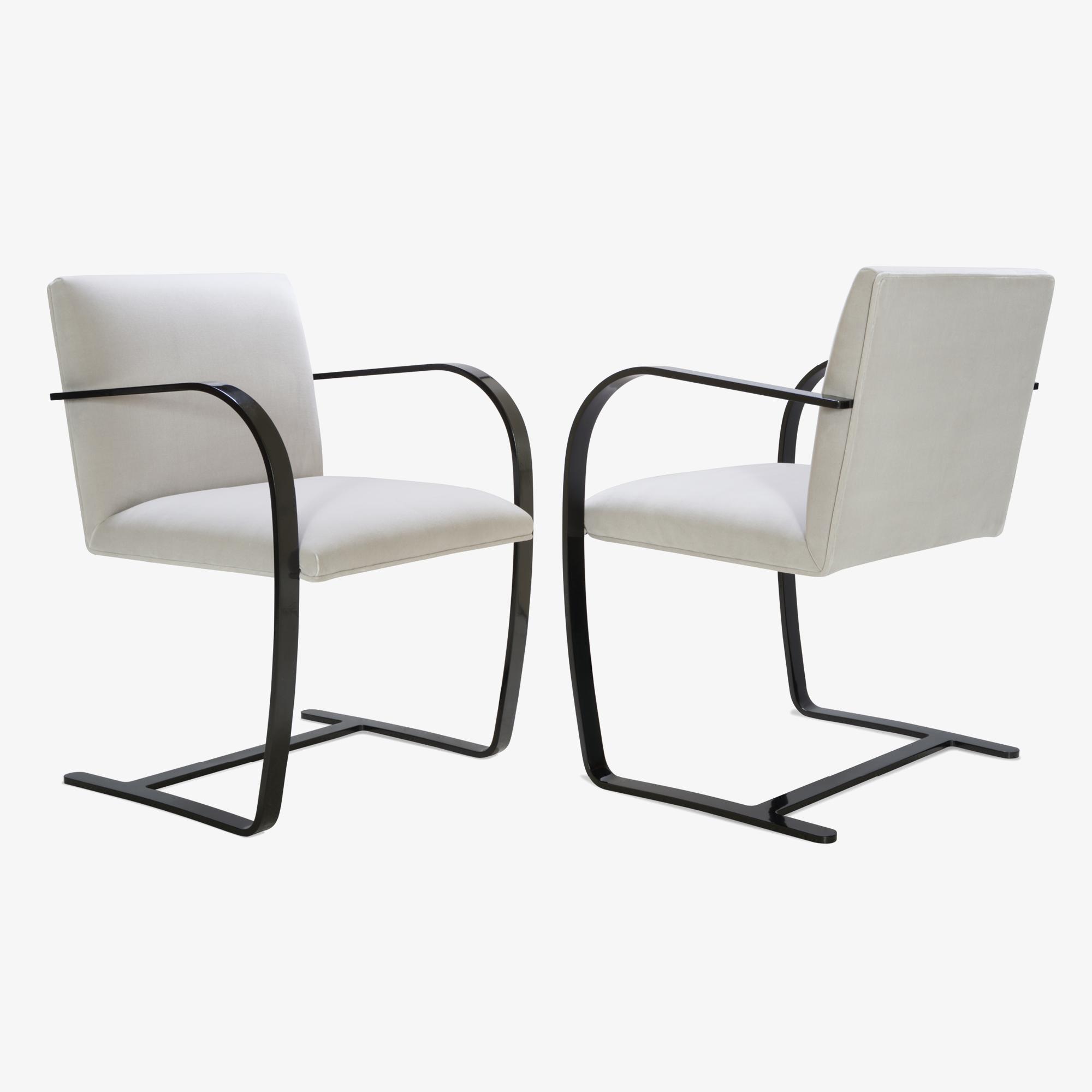 Brno Flat-Bar Chair in Dove Velvet, Obsidian Gloss4.png