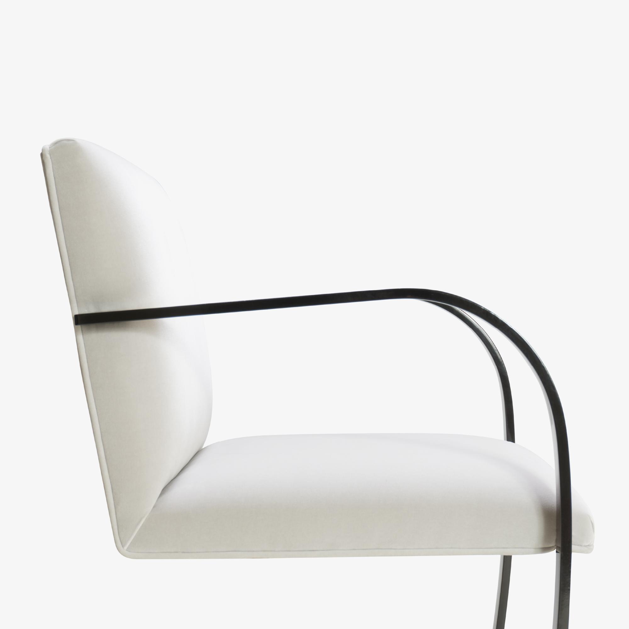 Brno Flat-Bar Chair in Dove Velvet, Obsidian Gloss6.png