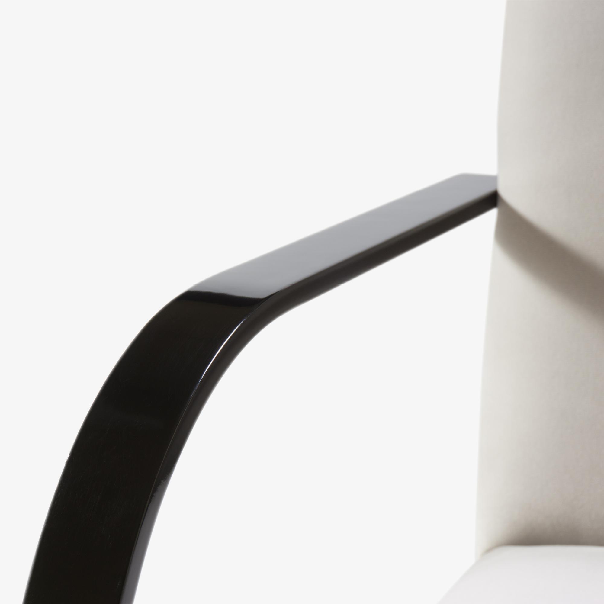 Brno Flat-Bar Chair in Dove Velvet, Obsidian Gloss7.png