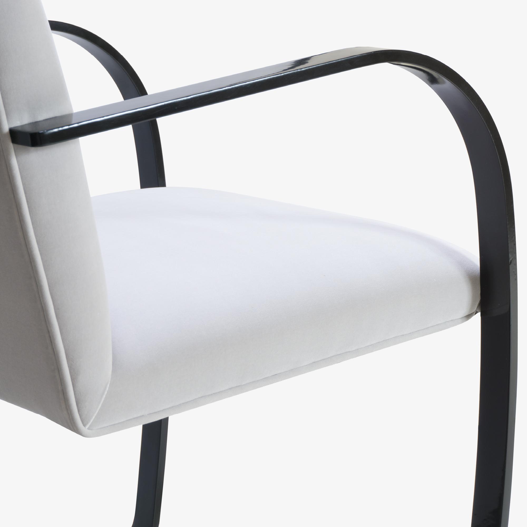 Brno Flat-Bar Chair in Dove Velvet, Obsidian Gloss9.png