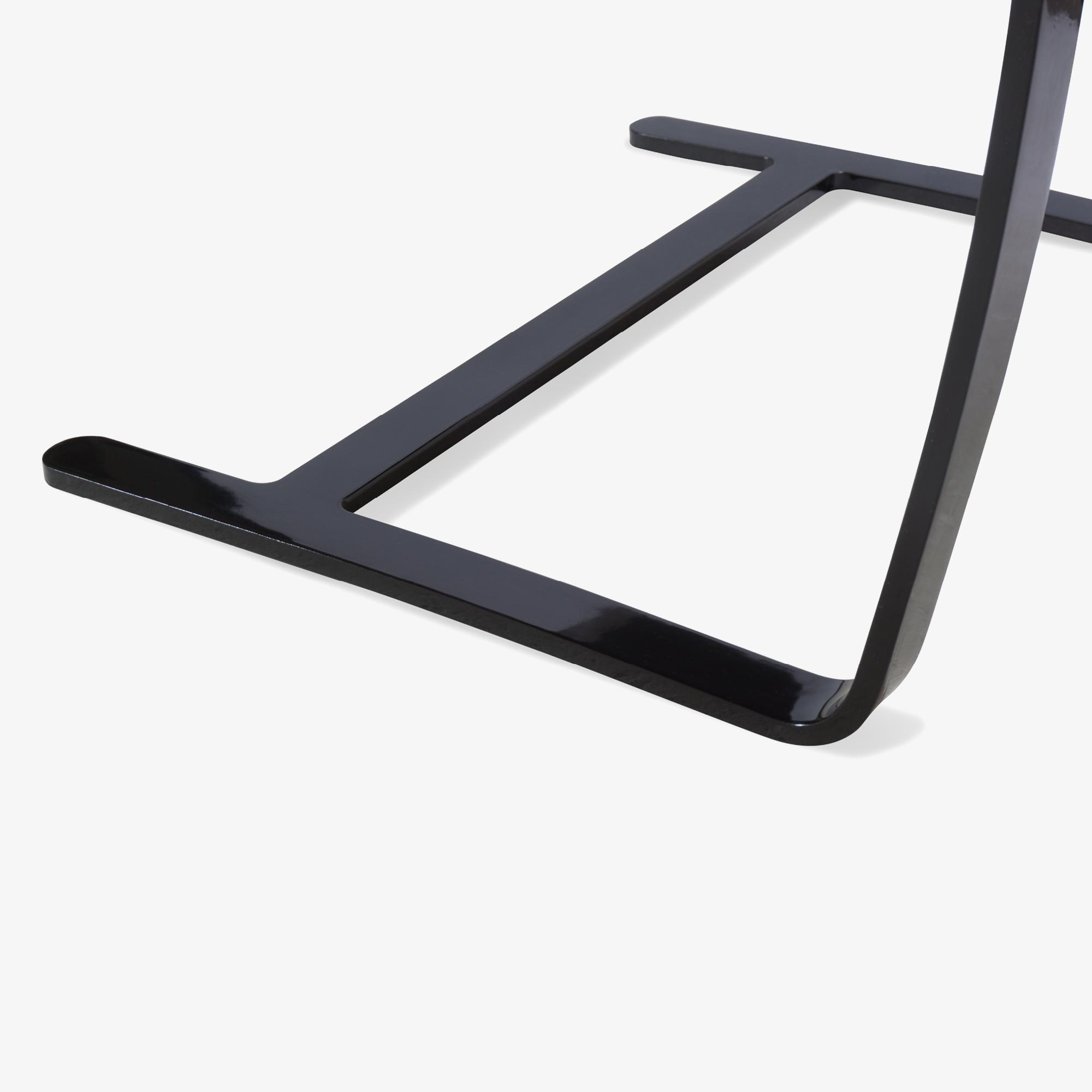 Brno Flat-Bar Chair in Dove Velvet, Obsidian Gloss10.png