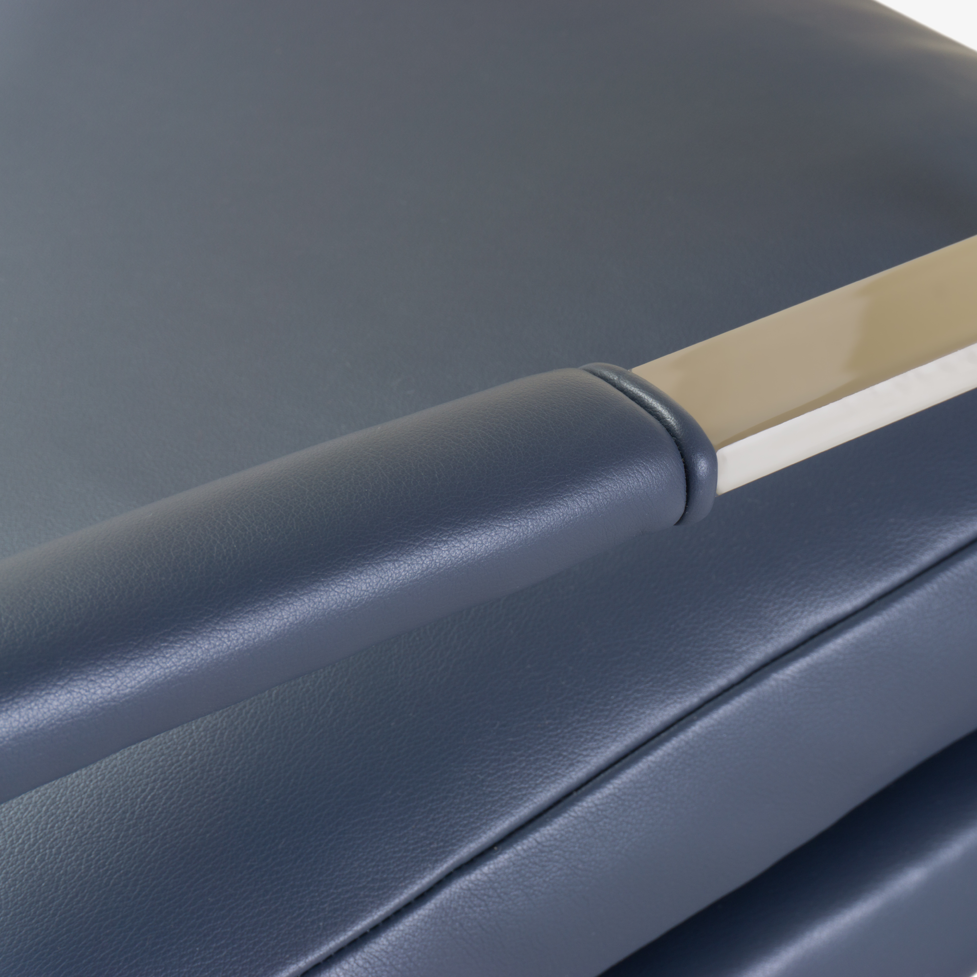 Flat-Bar Club Chairs in Navy Leather by Milo Baughman for Thayer Coggin7.png