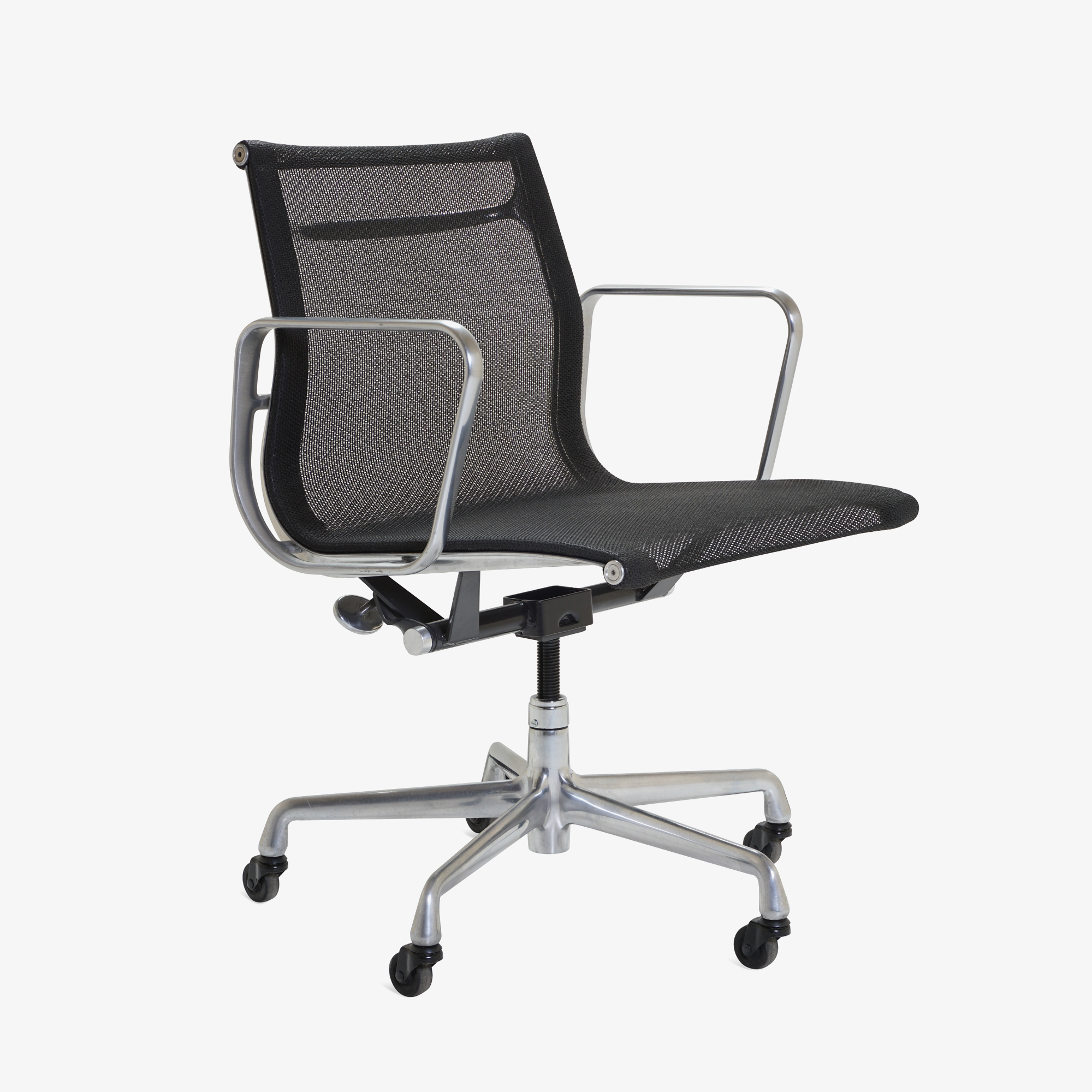 Aluminum Group Management Chair in Black Mesh by Charles & Ray Eames for Herman Miller2.png