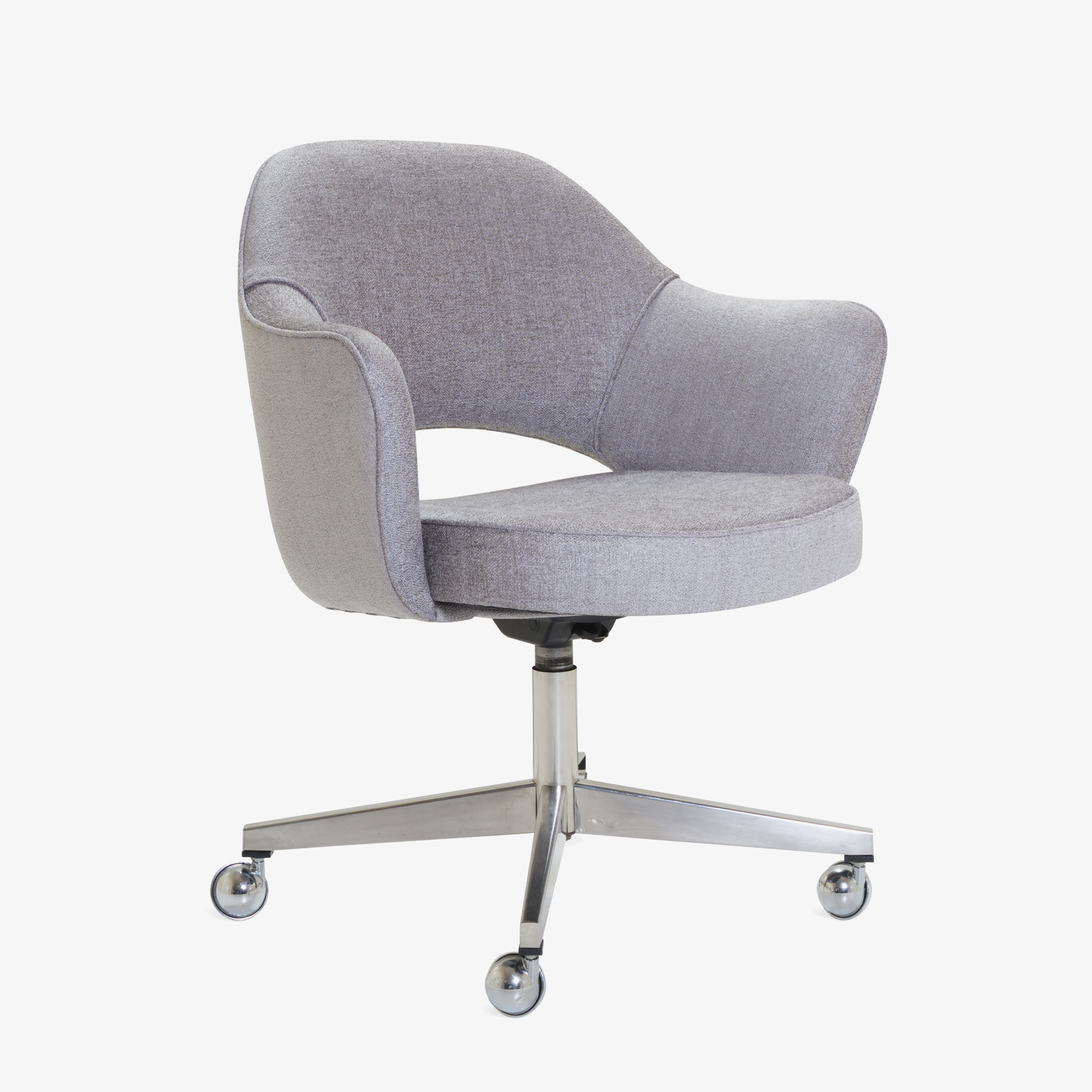Saarinen Executive Arm Chair in Sterling, Swivel Base.png