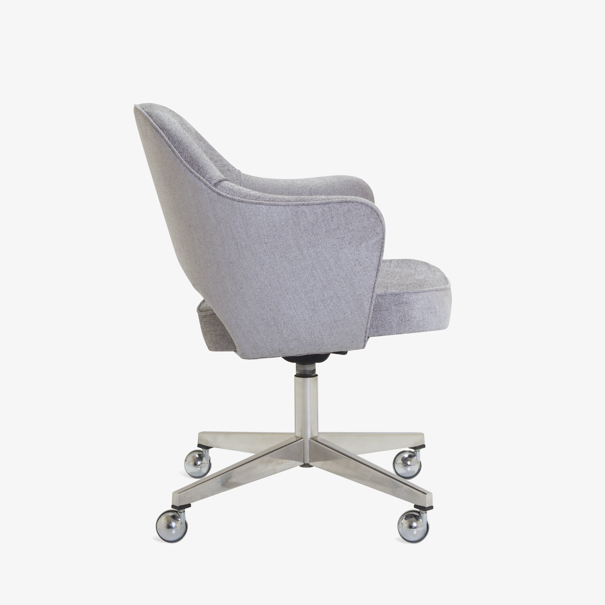 Saarinen Executive Arm Chair in Sterling, Swivel Base3.png