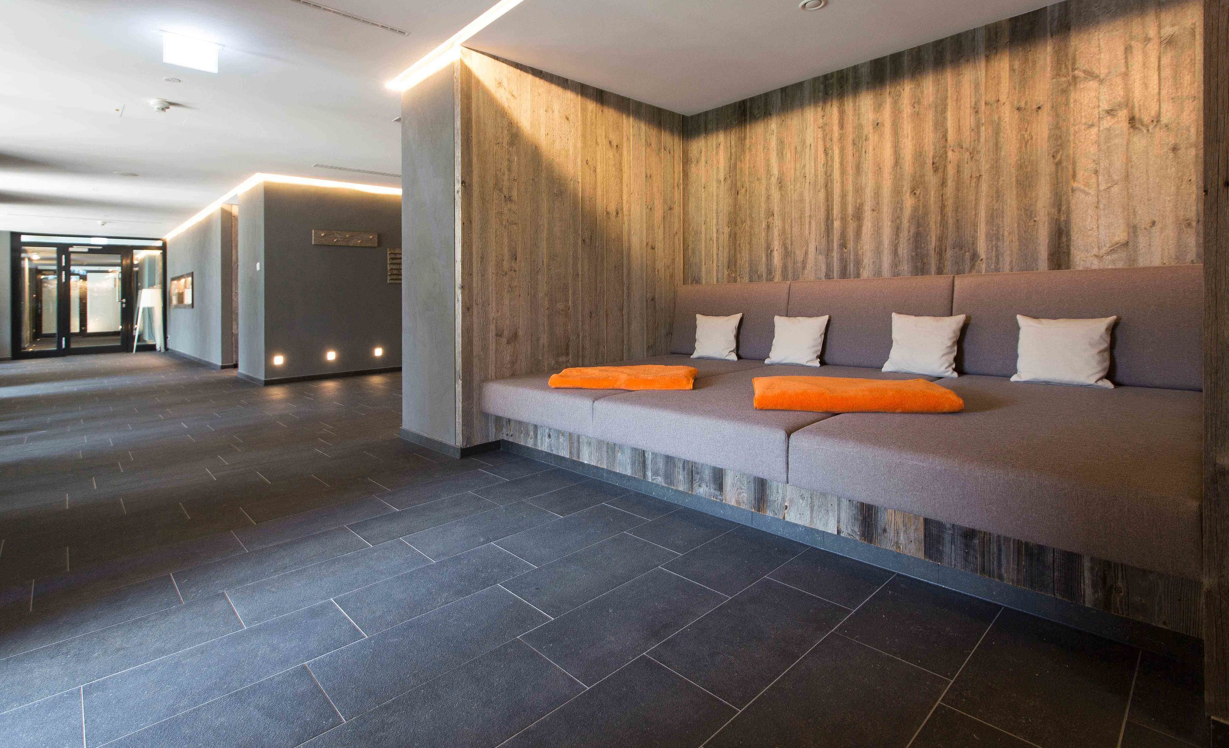 Hotel_Graseck_-_Altholz_sonnenverbrannt_grau_21.jpg