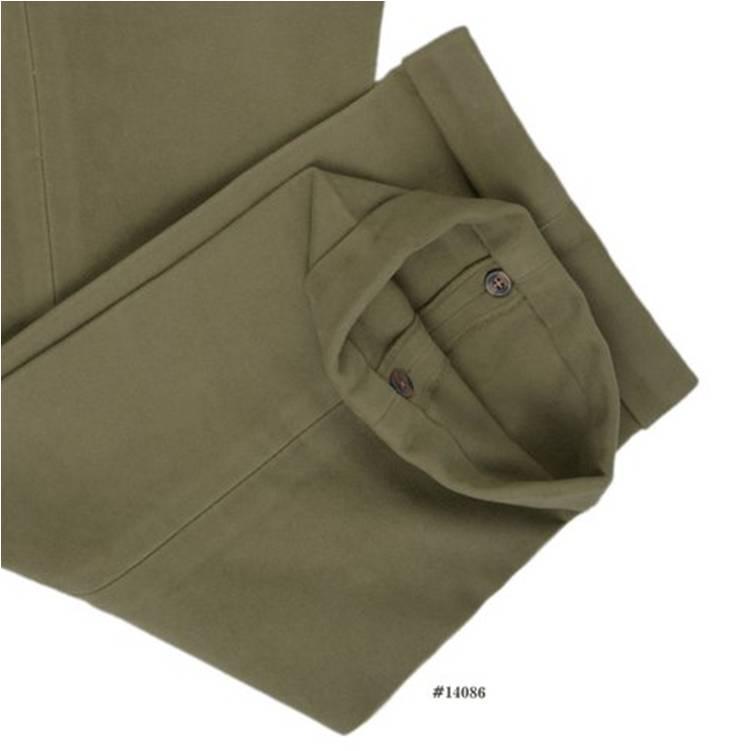 Vous remarquerez que sur certains pantalons il est possible d'ouvrir les revers afin d'enlever les poussières et de mieux les laver