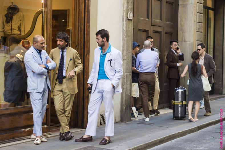 Devant la boutique Liverano Liverano à Florence      Credit Photo :  Gentleman Chemistry