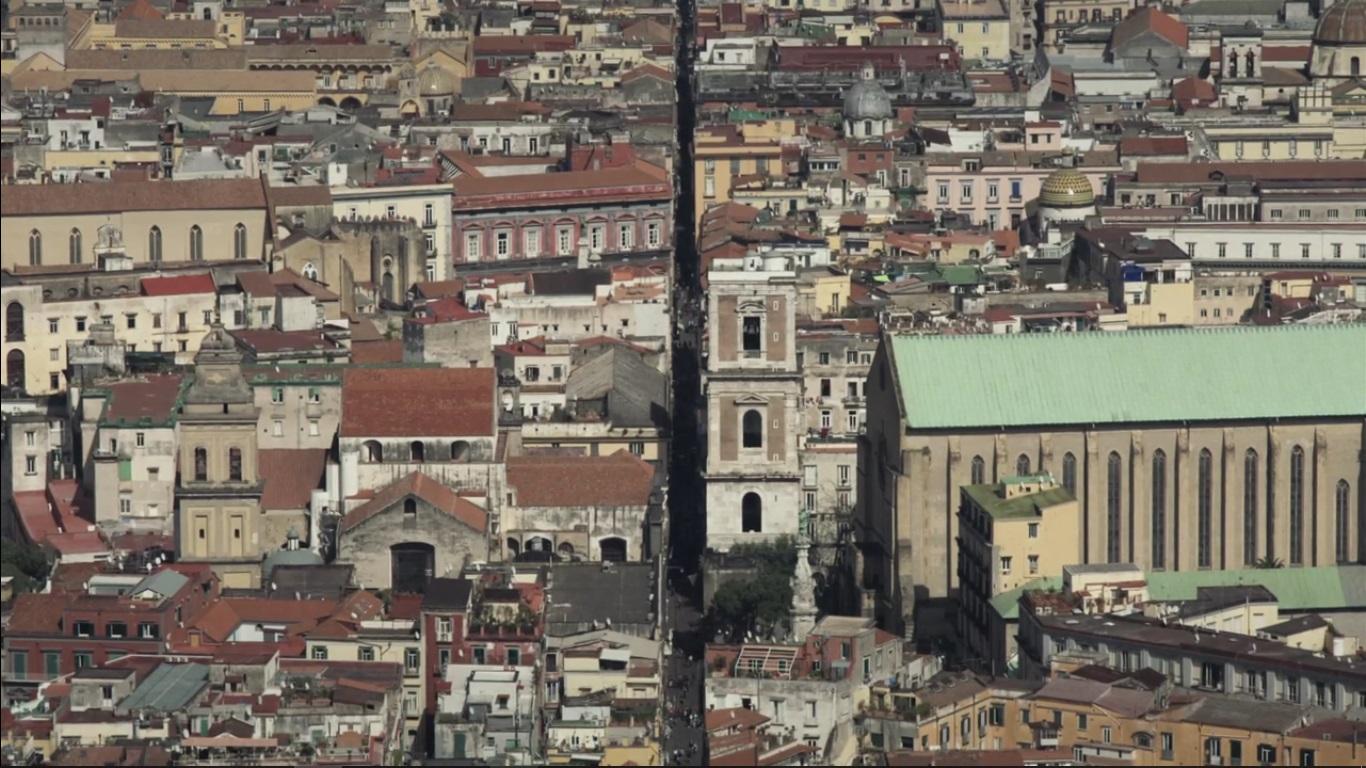 E poi c'è Napoli - Kid Dandy Production L'artère principale et la plus animée de Naples : Spaccanapoli