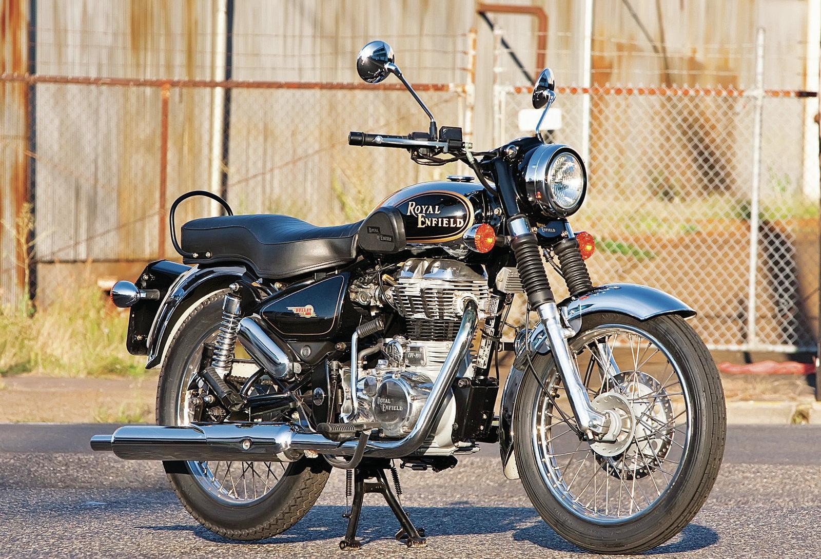 Notez le kick, qui permet de démarrer la moto en toute circonstance. On aime aussi beaucoup les soufflets de protection de fourche en caoutchouc.