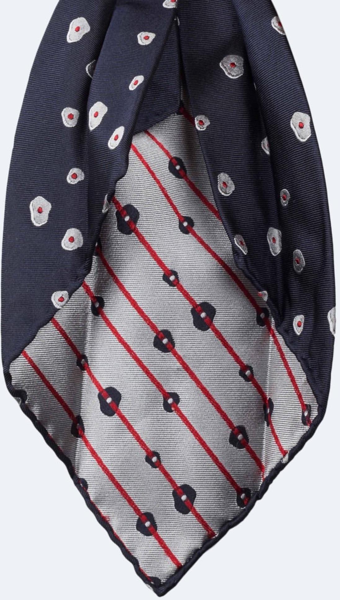 Cravate 7 plis - Vous remarquerez que le tissu est un jacquard : on voit les fils sur l'envers, mais cela reste très propre ! (il est possible de faire encore mieux, mais cela coûterait très cher)
