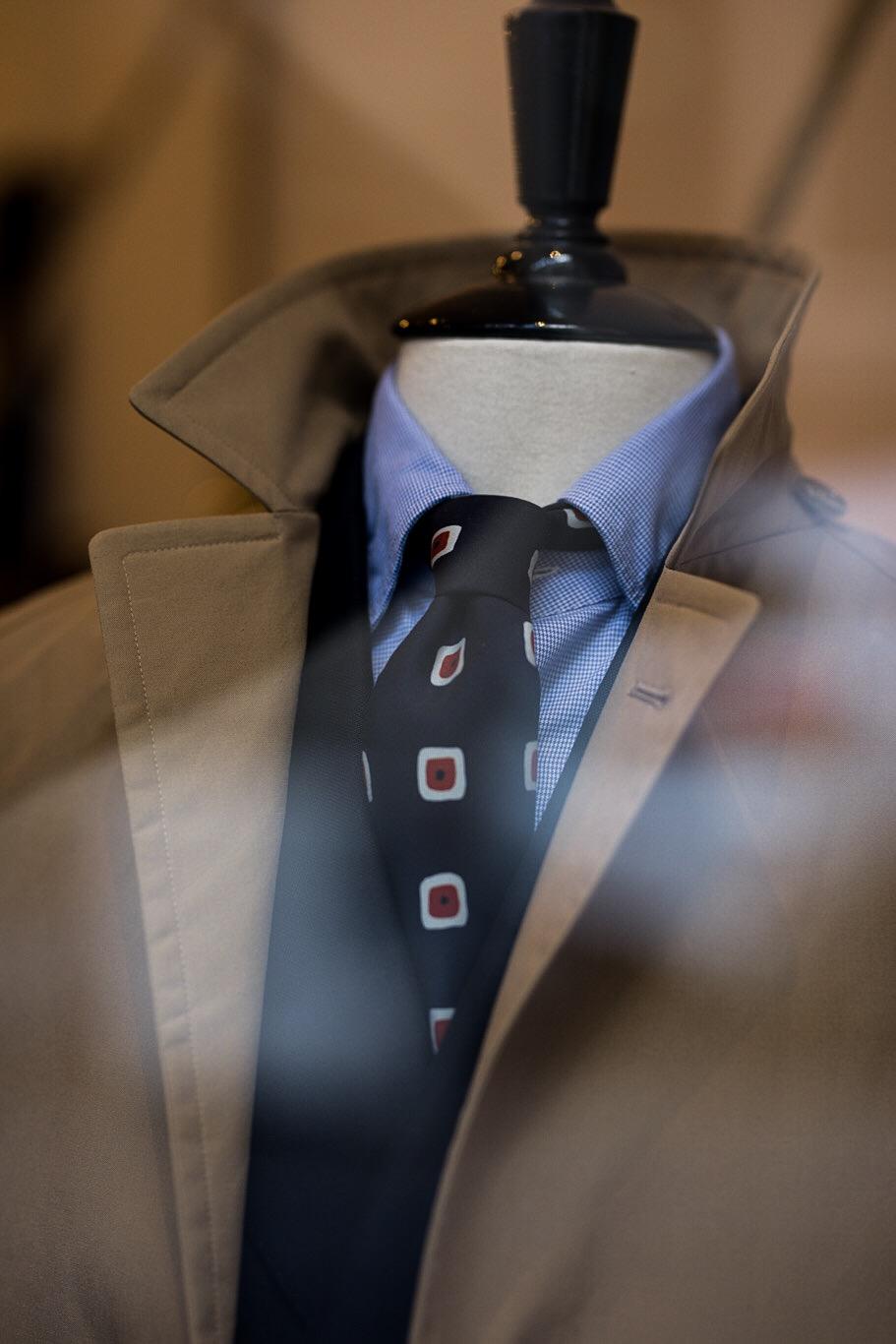 Manteau Cohérence, cravate Drake's London