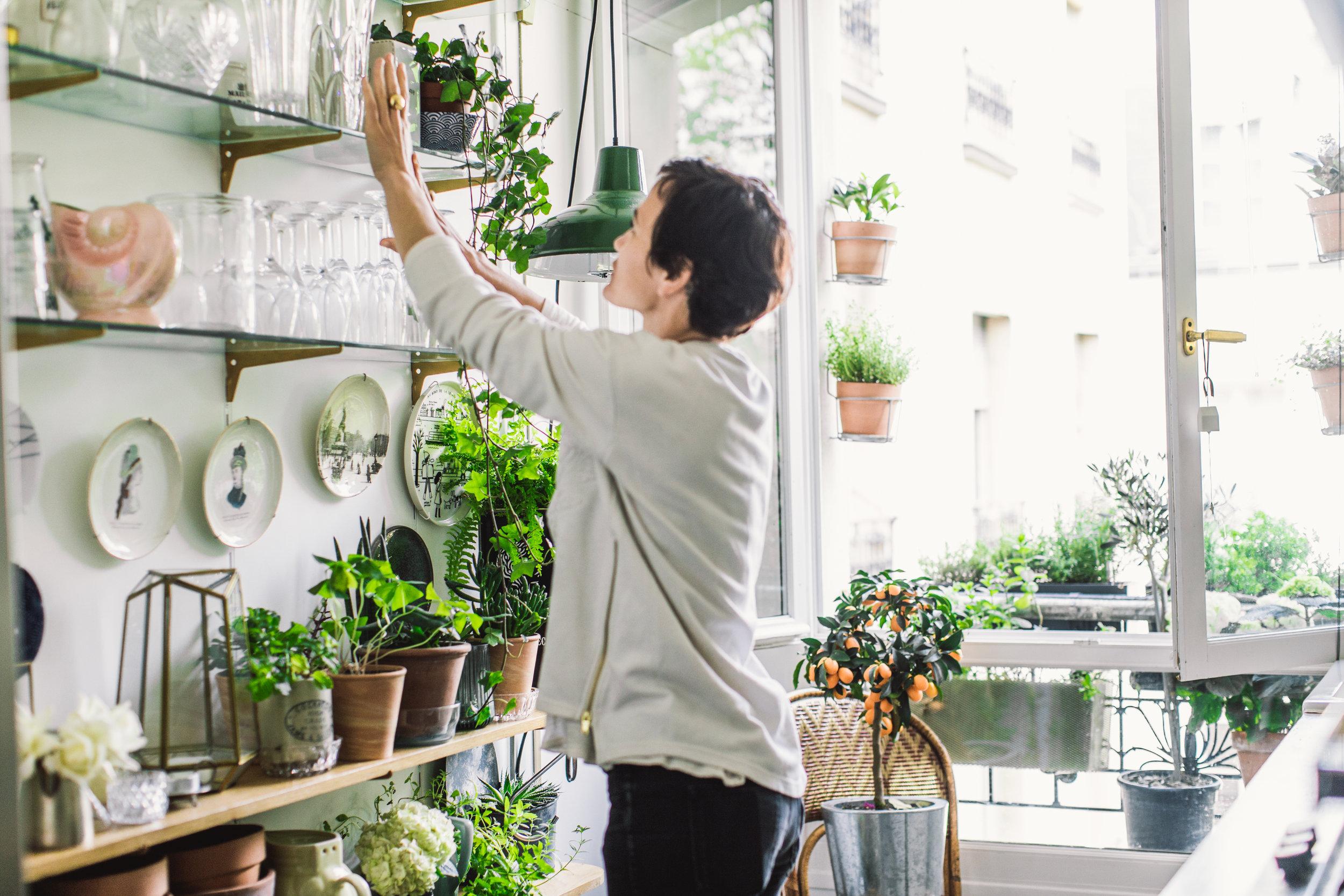 PARIS POUSSE - Nous savons que les plantes ont un impact important sur notre bien être. Un petit rien peut grandir en quelque chose de splendide. Tous nos produits et accessoires sont conçus pour pour la vie citadine, afin de vous apporter tout ce dont vous avez besoin pour créer et prendre soin de votre petit morceau de nature. La Jardinière Sauvage est une façon chic, stylée et moderne pour rendre nos vies citadines plus belles en y apportant chaque jour un peu de beauté et de bien être.