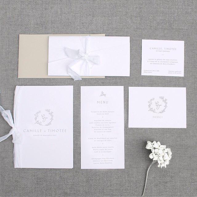 Notre collection Celeste prend la pose : faire part, carton d'invitation, livret de cérémonie, menu, carte de remerciement.  #pruneetsibylle #fairepartmariage #fairepartpoetique #fairepartelegant #fairepartpersonnalise