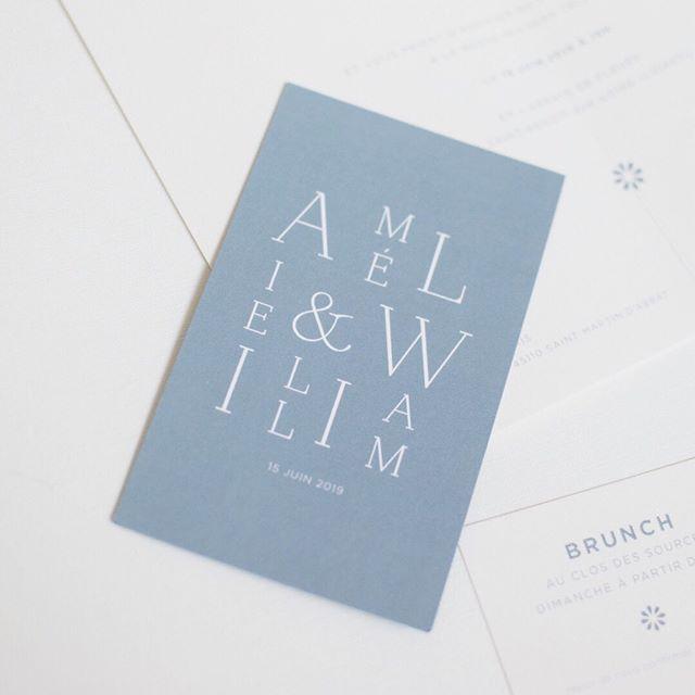 Faire part de collection // Amélie et William nous ont confié la réalisation de leur faire part. Ils ont choisi la collection Élégante, en bleu jeans et papier Arlequin. ⠀⠀⠀⠀⠀⠀⠀⠀⠀ #pruneetsibylle #fairepart #fairepartsemimesure #fairepartelegant