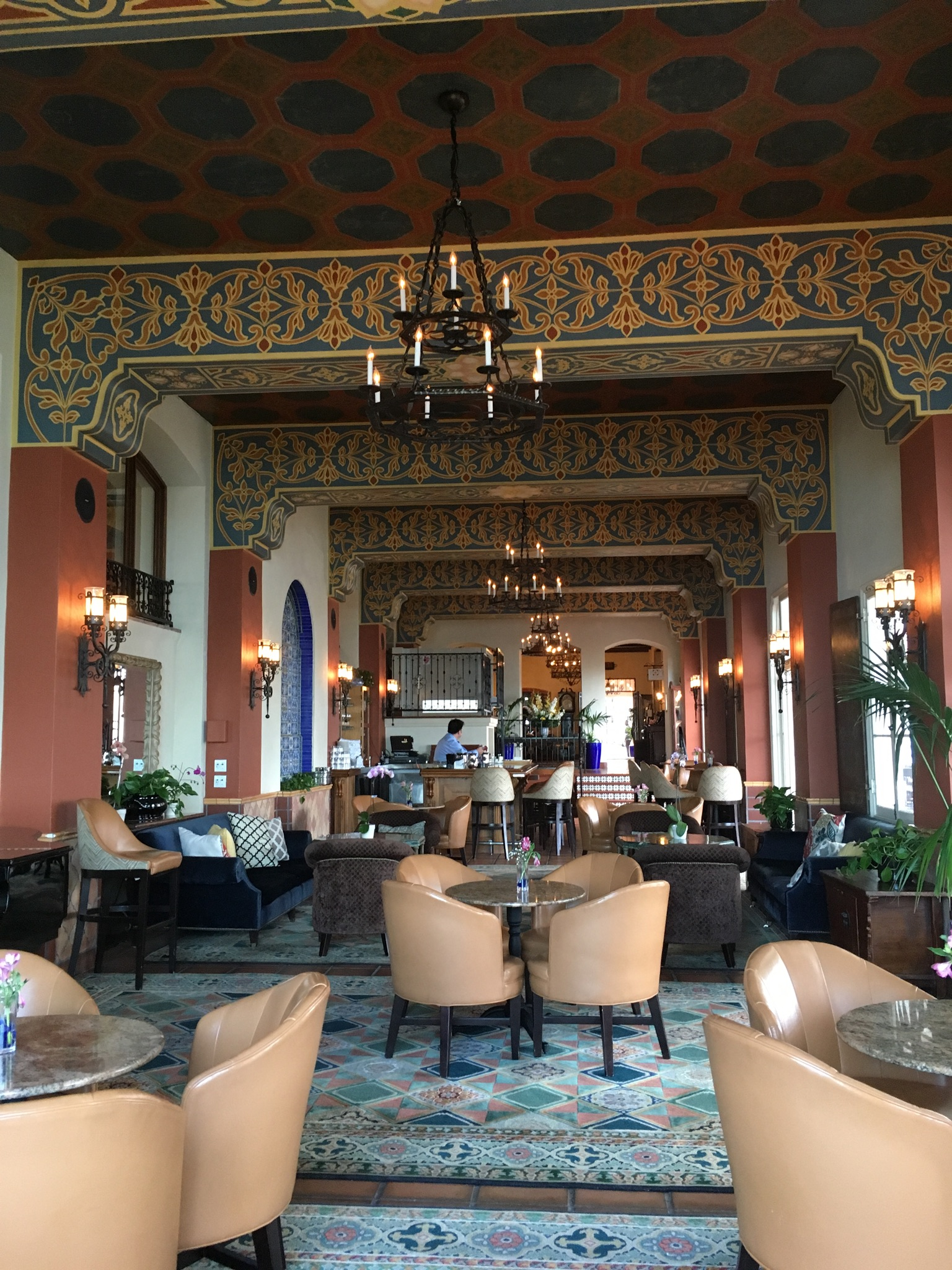The bar at La Valencia is gorgeous ...