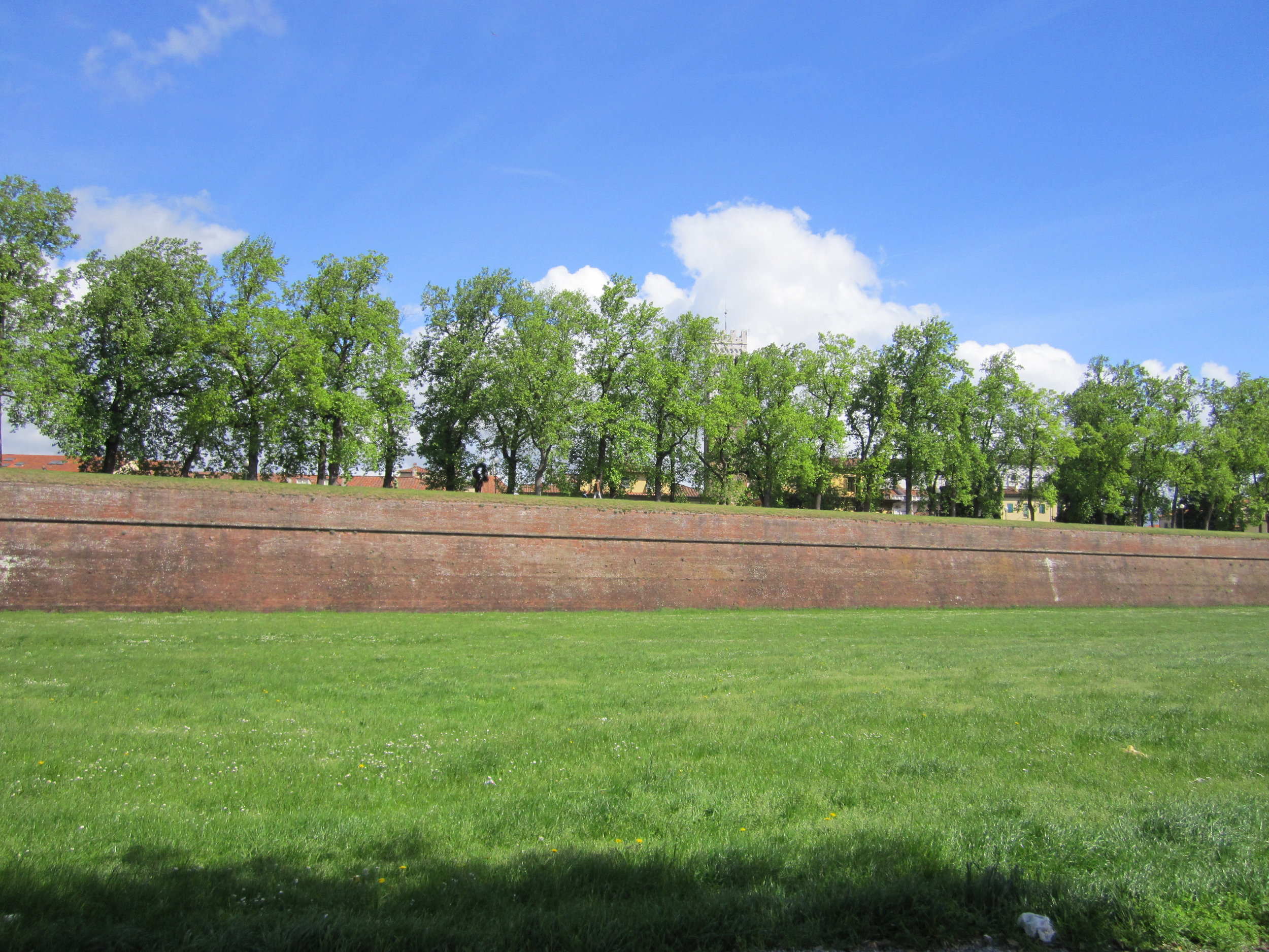 The wall that surrounds Lucca.