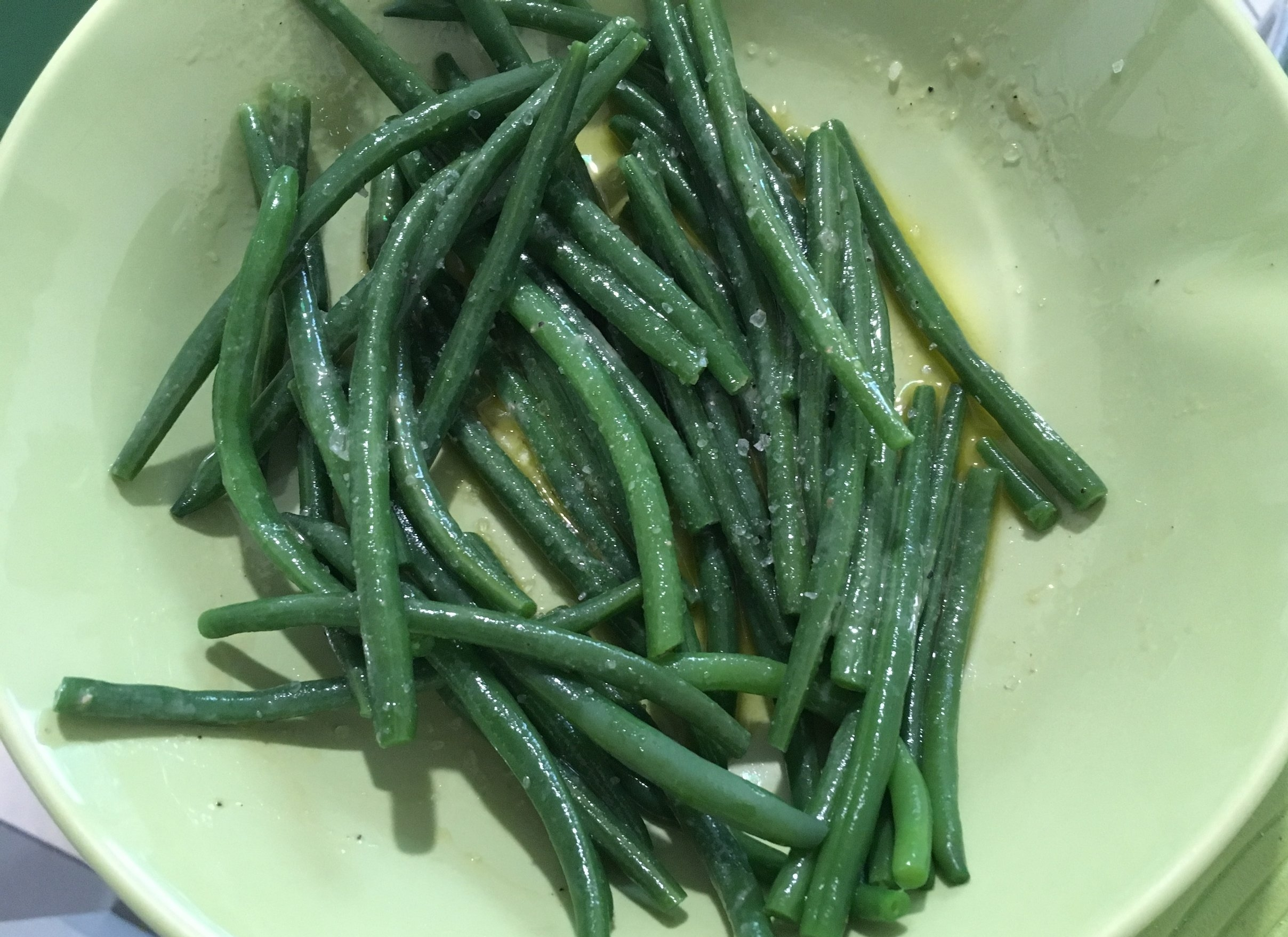 Finished marinated green beans.
