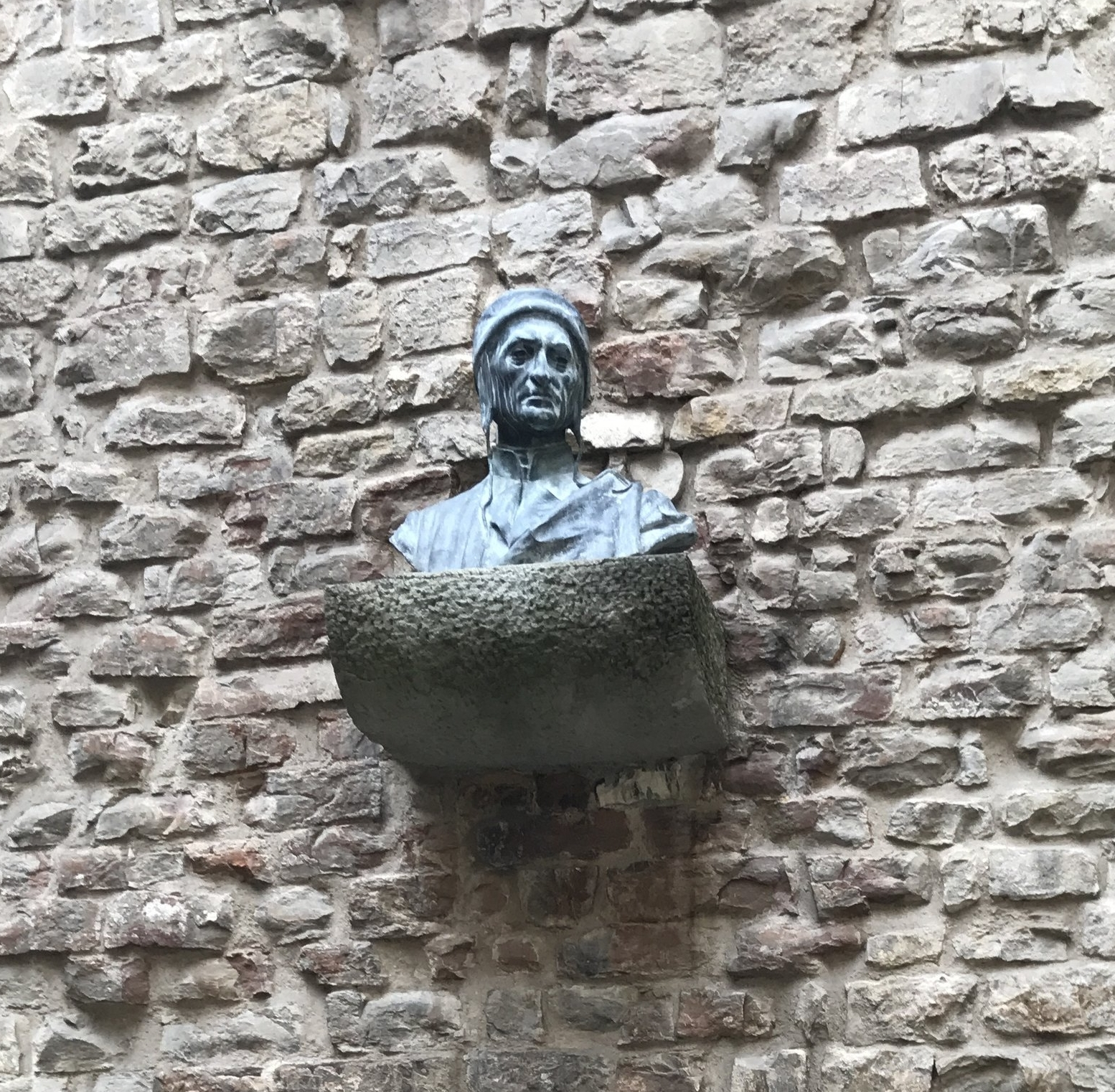 A bust of Dante hangs on the outside wall of the Museo Casa di Dante.
