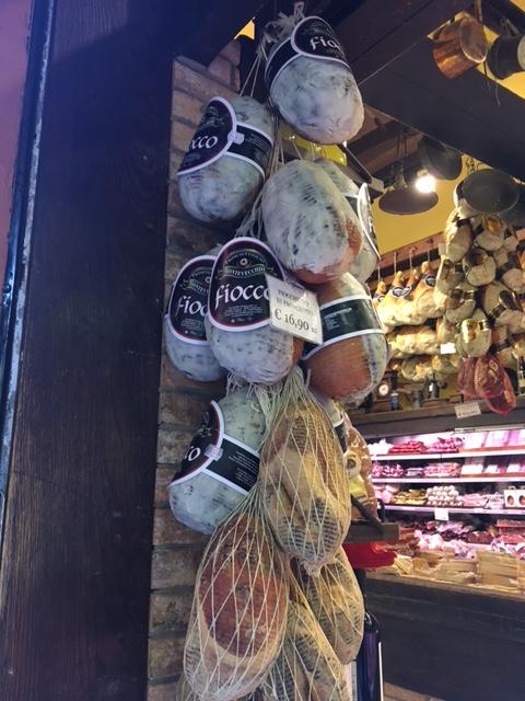 Quadrilatero market display