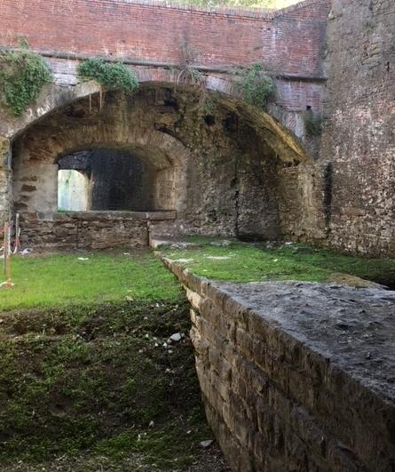 Beneath Baluardo Santa Croce, an exit through the walls.
