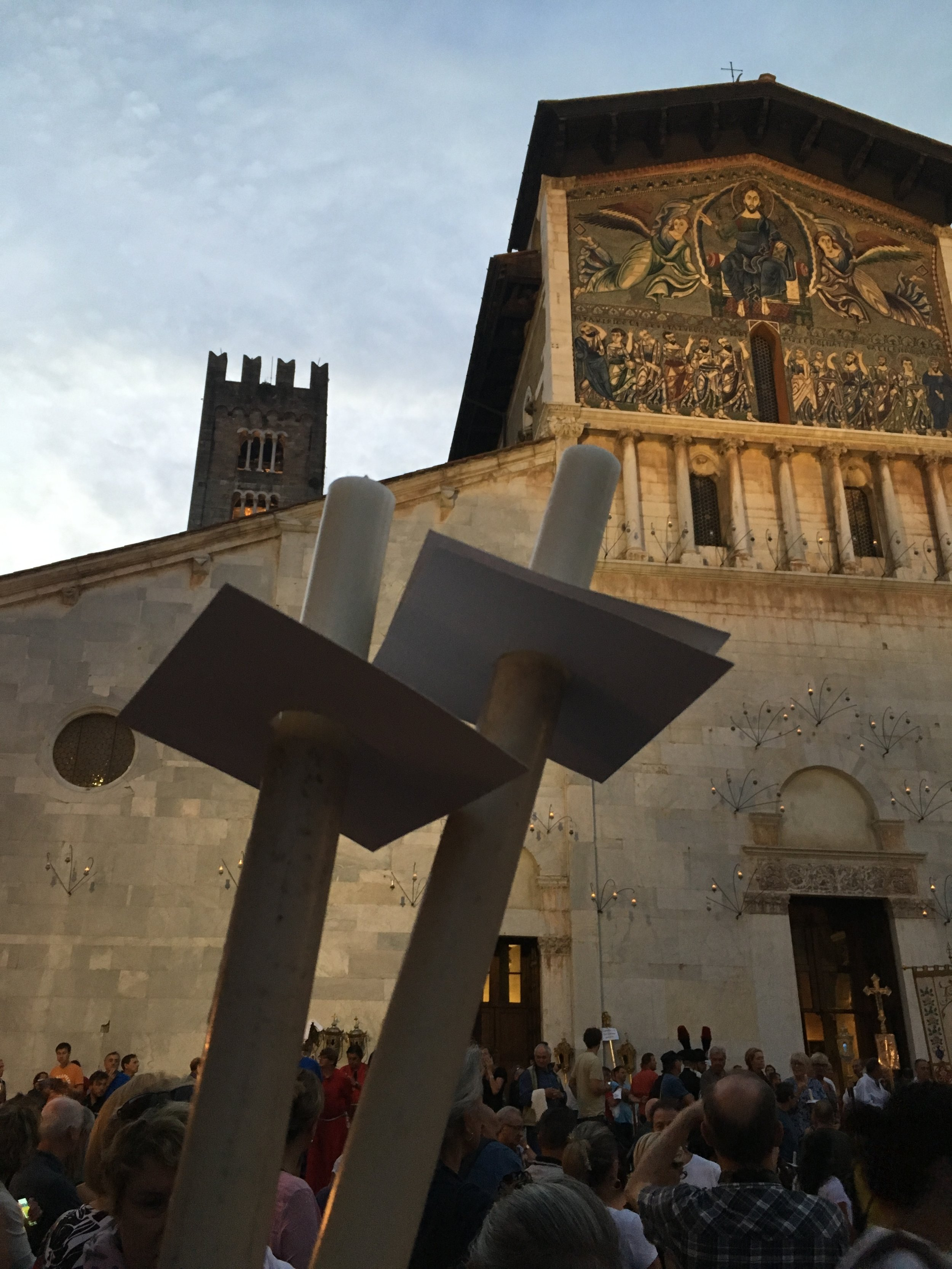 Waiting for the luminaria procession to begin in Piazza San Frediano