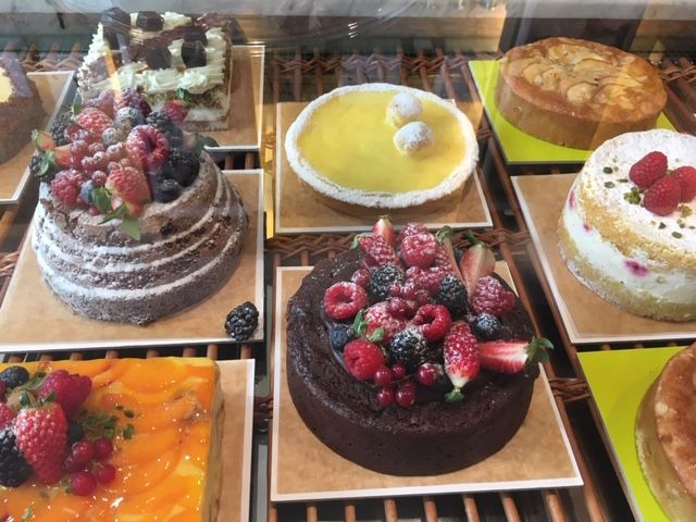 cakes sandra.JPG