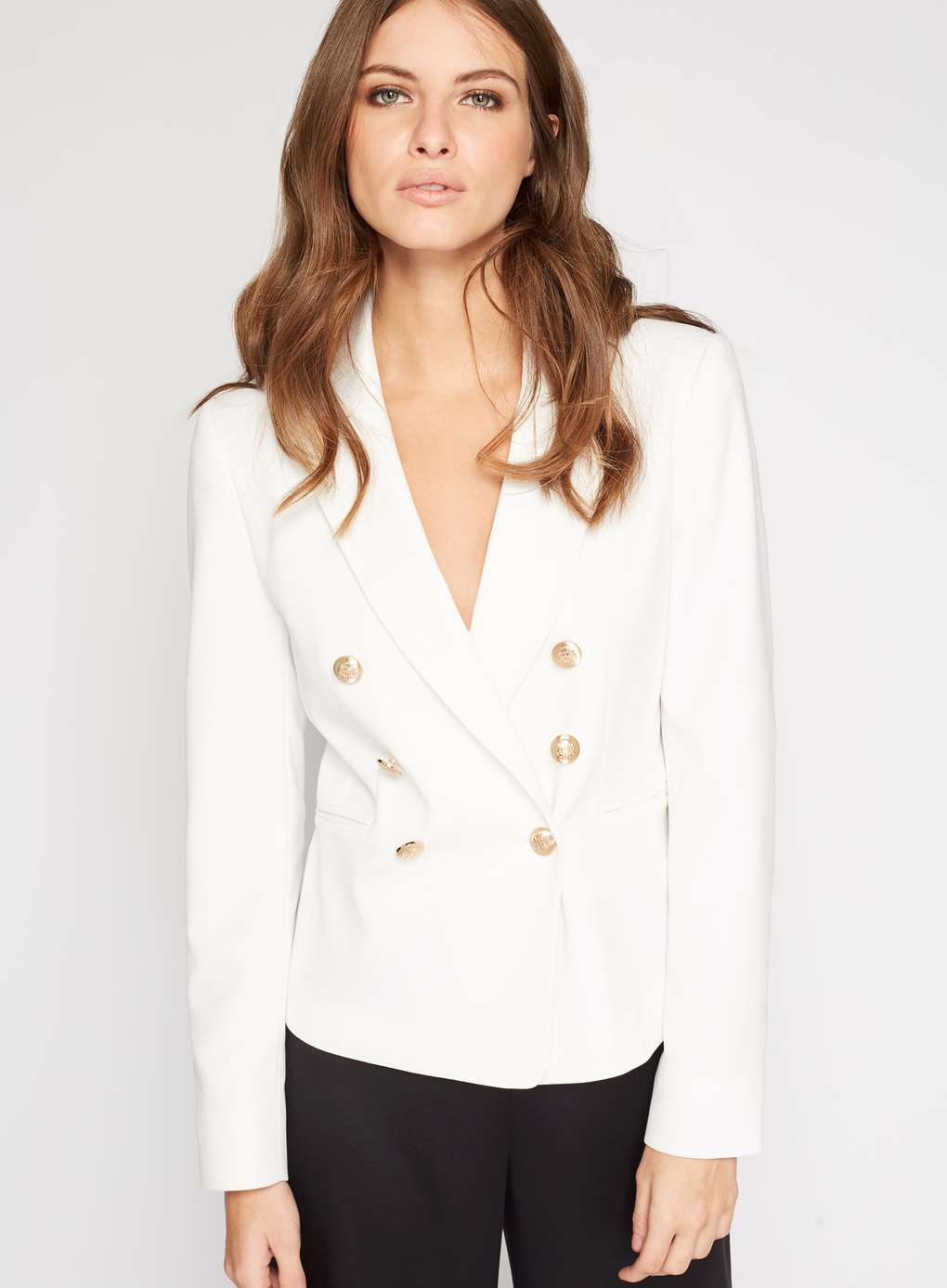 Every fashion darling needs a beautiful blazer that's elegant enough to impress and comfortable enough to dress down. This military-inspired number fits the bill, and it's sure to give you endless wear through every season! The golden buttons give this blazer that extra bit of oomph, making it a chic option for any time of the year.