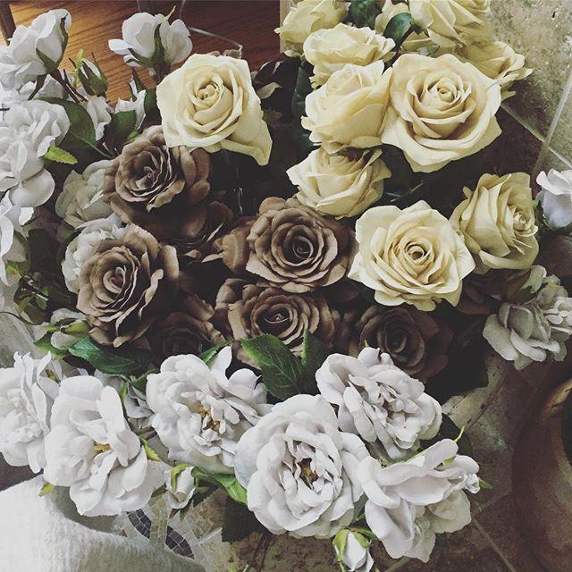 Special delivery 🌹✨🌹✨ . . . . . #pastel #lavender #cream #grey #earlgrey #lemon #shabby #shabbychic #shabbychicdecor #cottage #cottagestyle #cottagegarden #rustic #rusticwedding #frenchrose #frenchgarden #frenchcountry #paris #cafe #garden #rachelashwell
