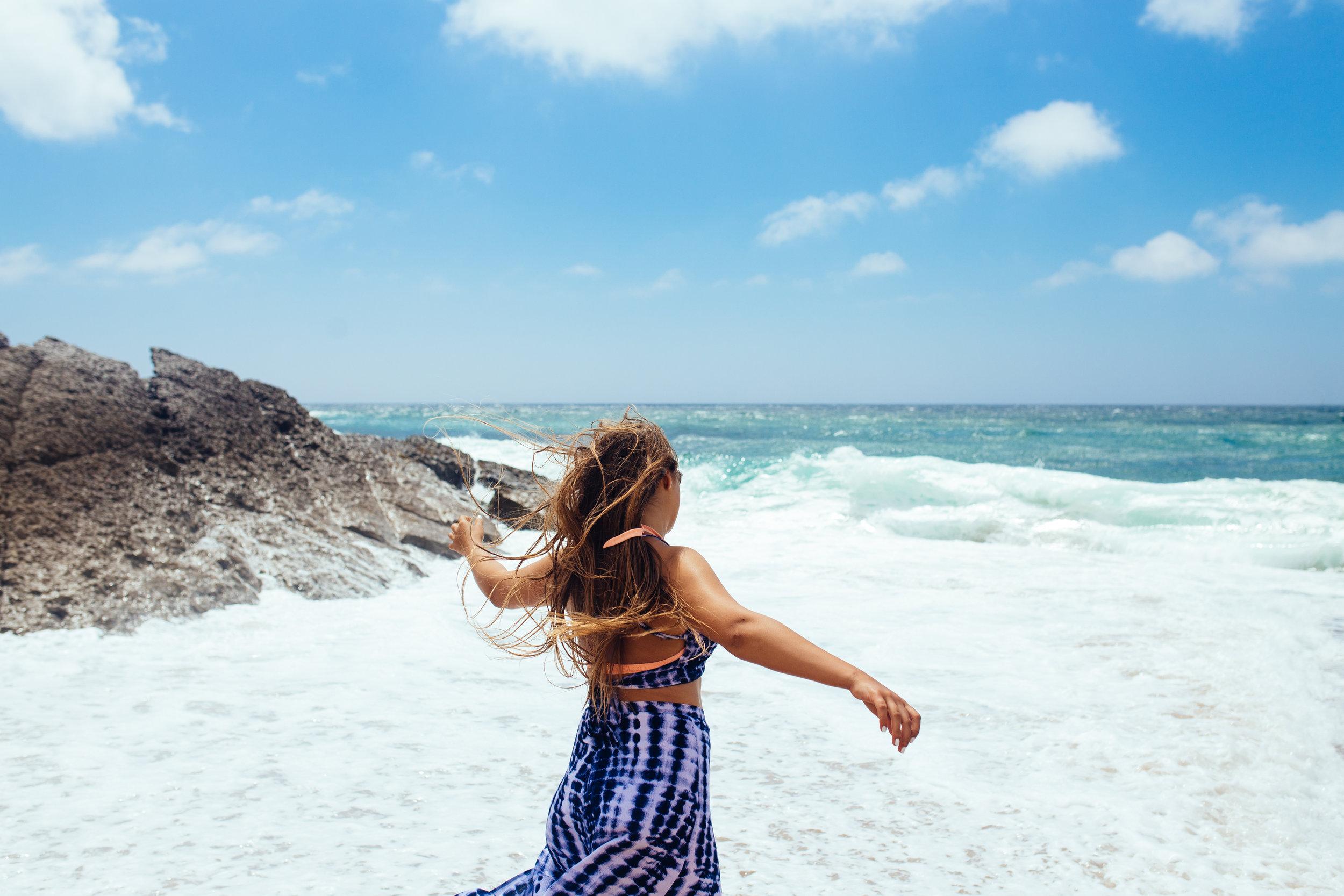 Lena in Forever 21 - Praia do Guincho - AROSE TRAVELS