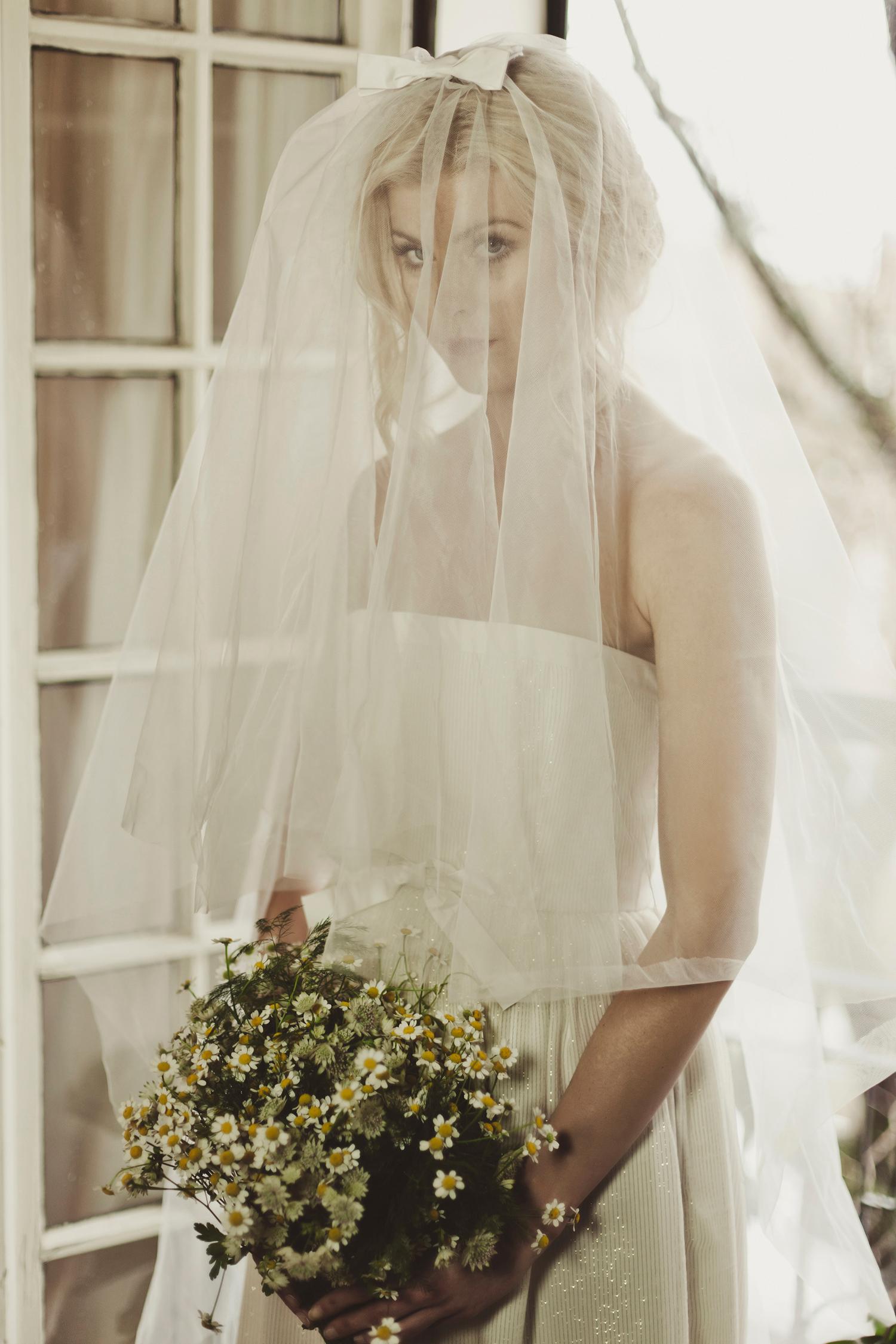 21010 Perfect Bow veil w 11021 Deansie med.jpg