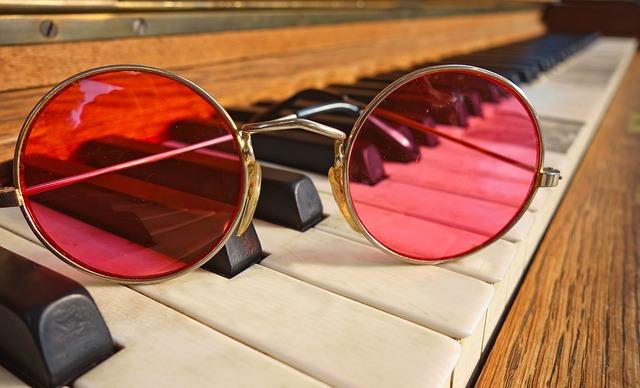 glasses-3002751_640.jpg