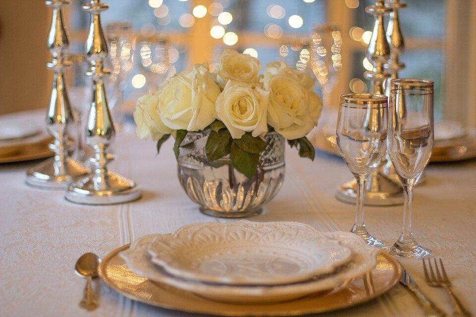 table-3018151_960_720.jpg