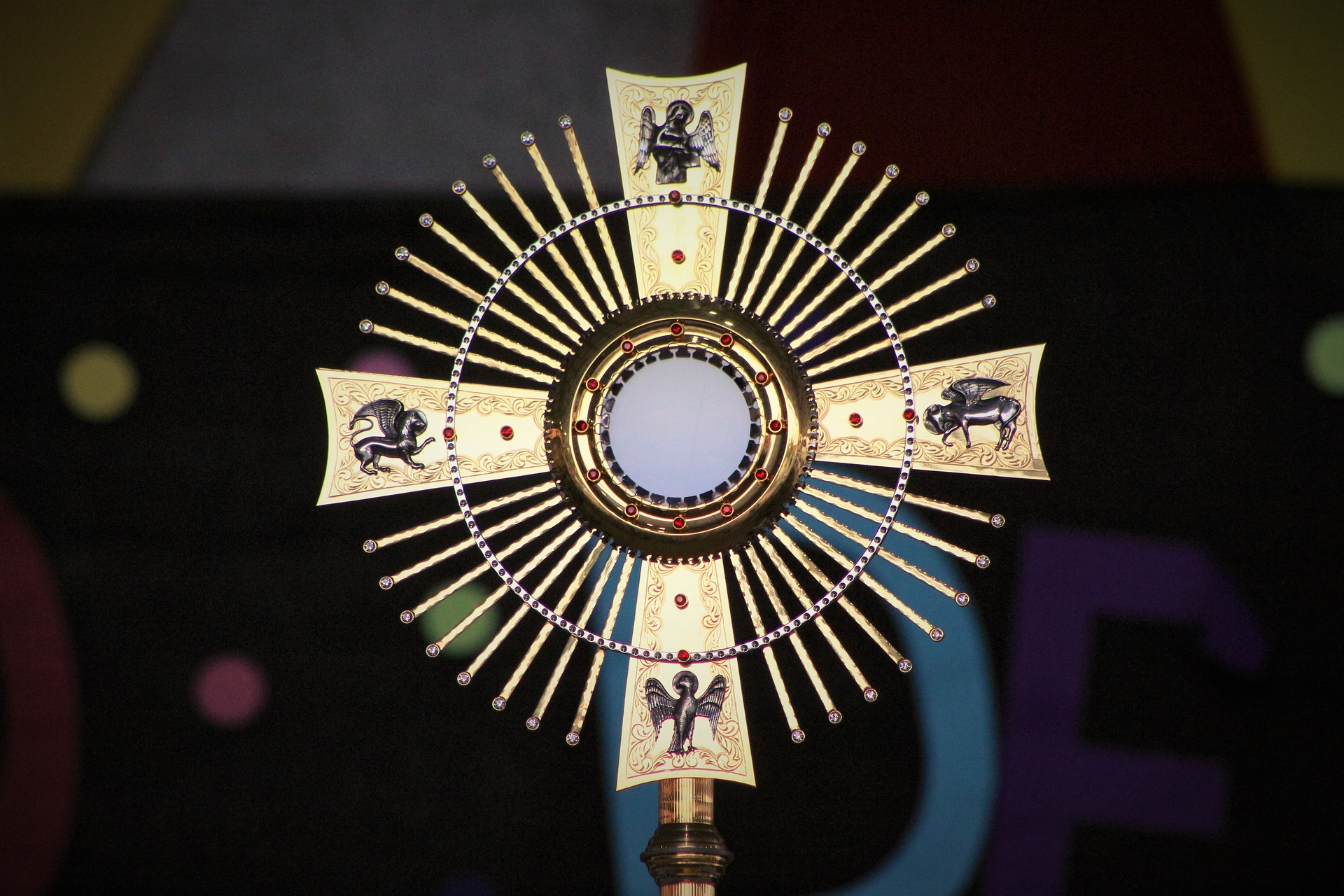 Monstrance with symbols of Gospel writers