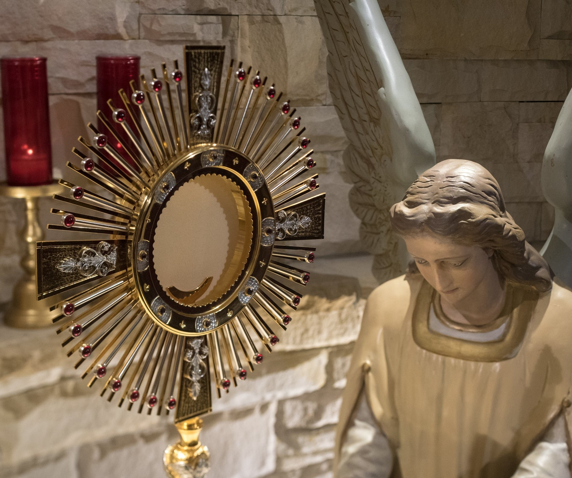 monstrance-with-angel.jpg
