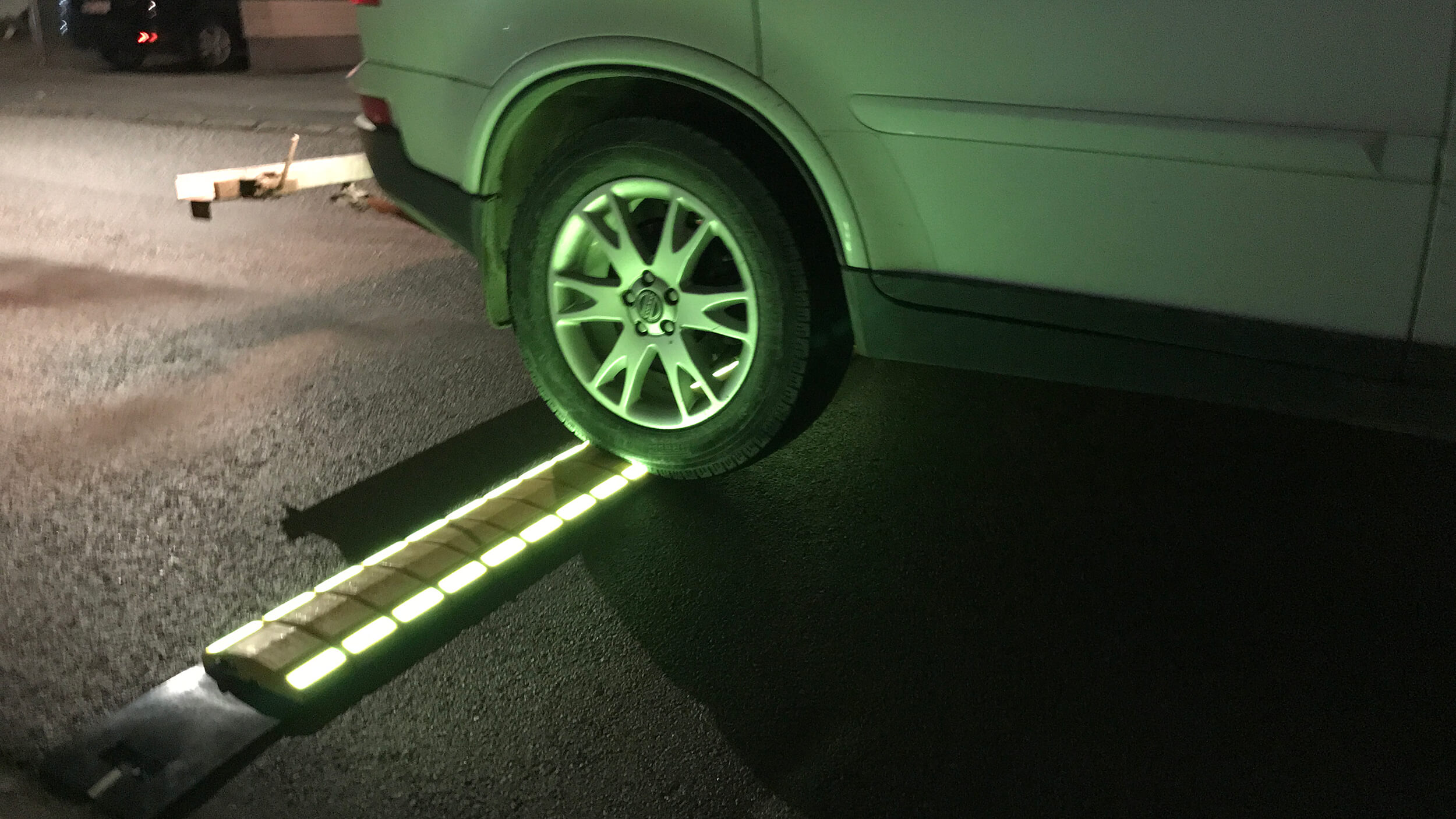 Med en knapptryckning växlar man mellan fast eller blinkande ljus.