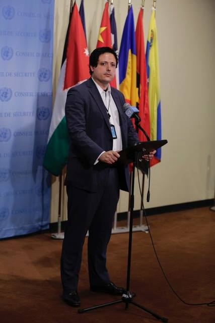 Speaker on International Affairs and U.S.-Japan Relations. Photo in front of the U.N. Security Council.  国際・日米関係スペシャリスト。国連安保理前にて。