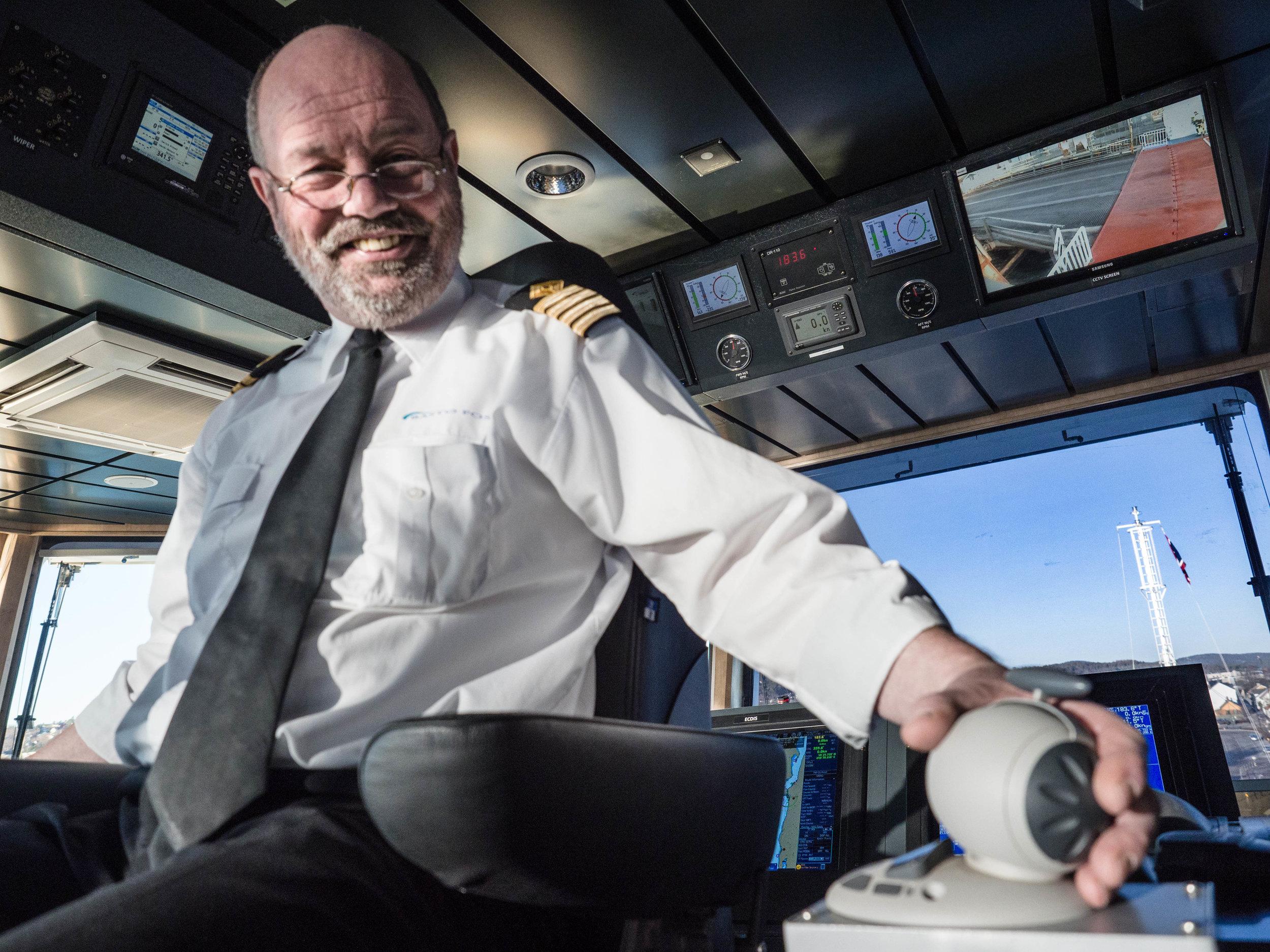 SIKKER DRIFT: Kaptein Nils Hauge har krysset Oslofjorden i 29 år uten skader, men Færderseilasen kan skape kaos på fjorden.