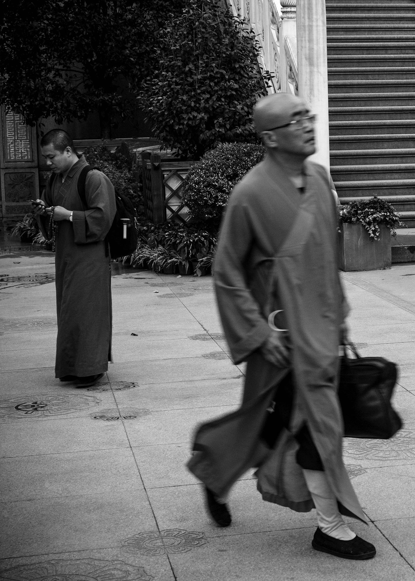 In the Midst of the Madding Crowd, Jing%u2019an Temple, Shanghai, Alvin Campos (1).png