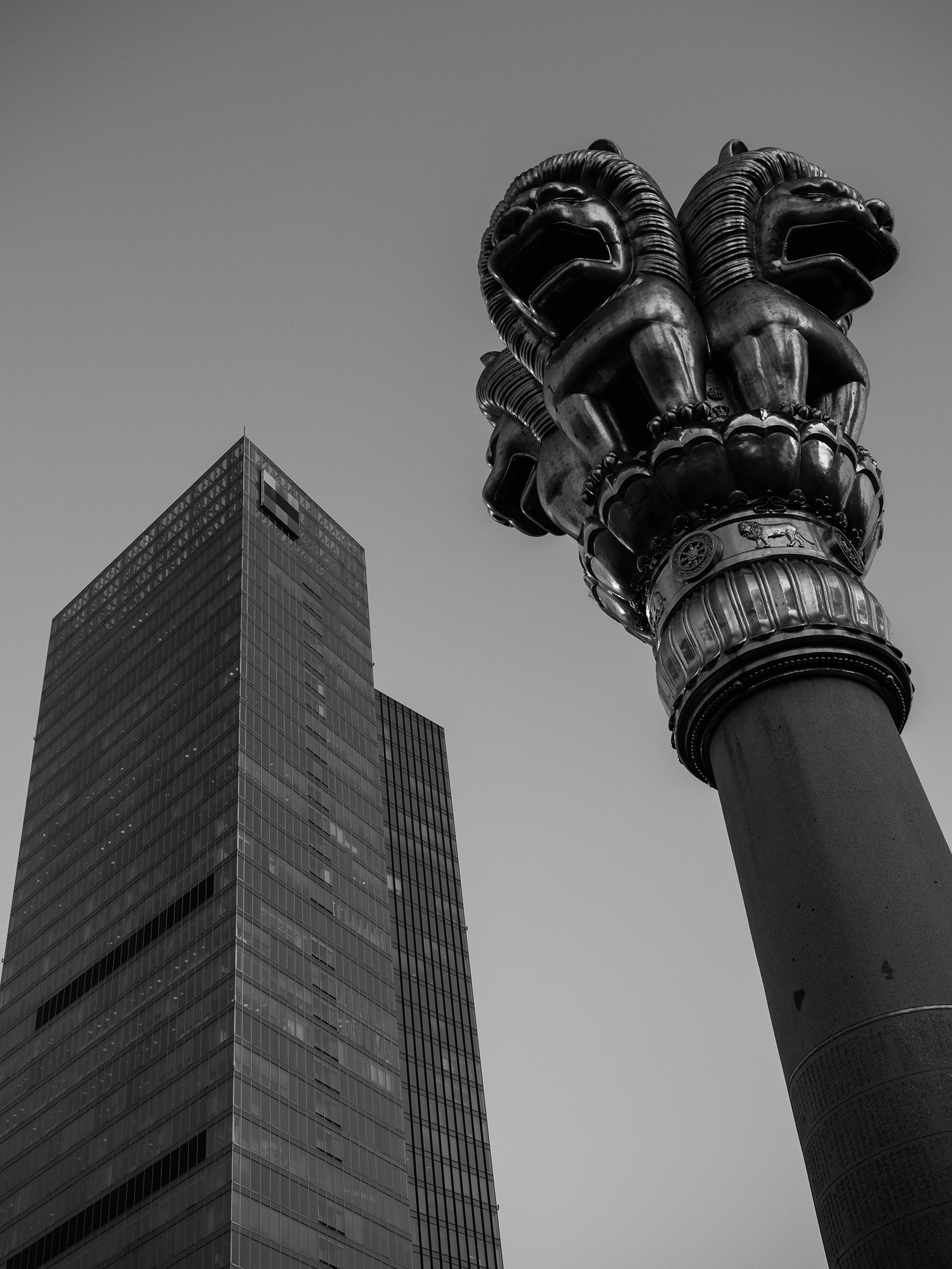 In the Midst of the Madding Crowd, Jing%u2019an Temple, Shanghai, Alvin Campos.png