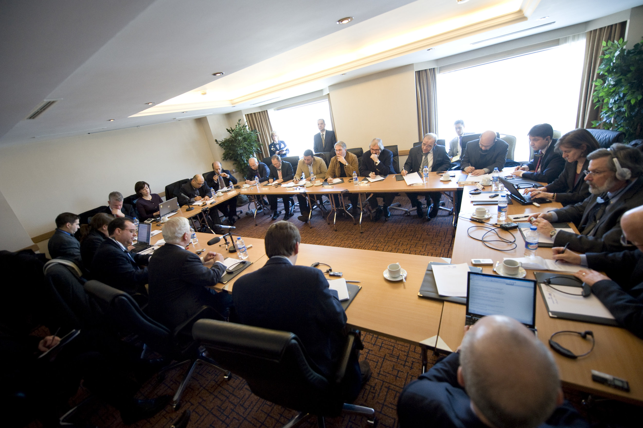 """Traveling and local press """"roundtable"""" with Sec Gates."""