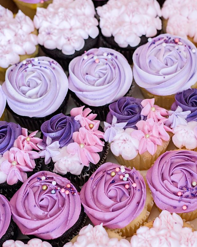 We are loving these glam cupcakes from the fabulous @cakesbydarcy! They were the perfect match to our color design palette for this party (the birthday girl's favorite colors) and almost too pretty to eat!